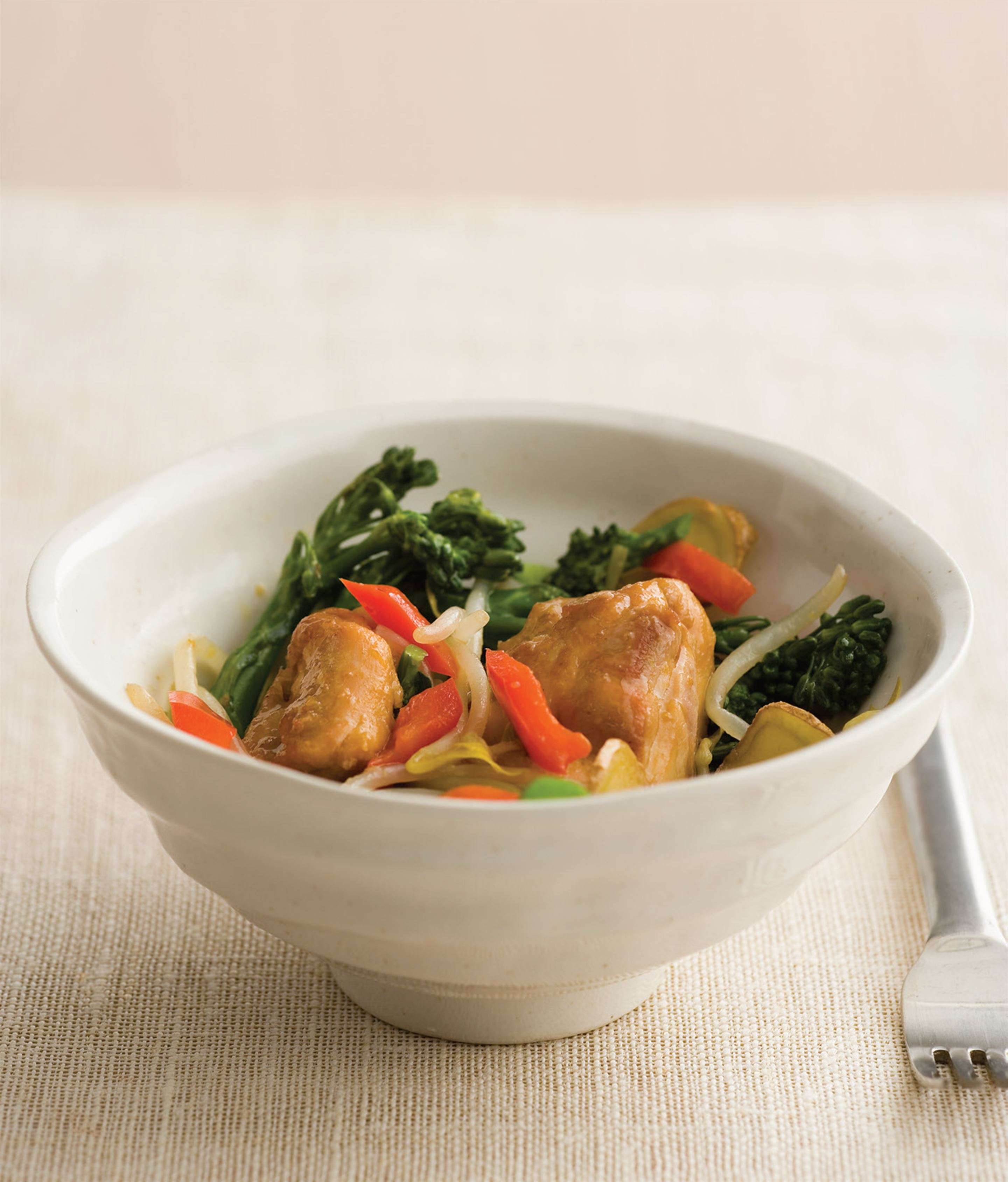 Stir-fried chicken thighs with broccolini
