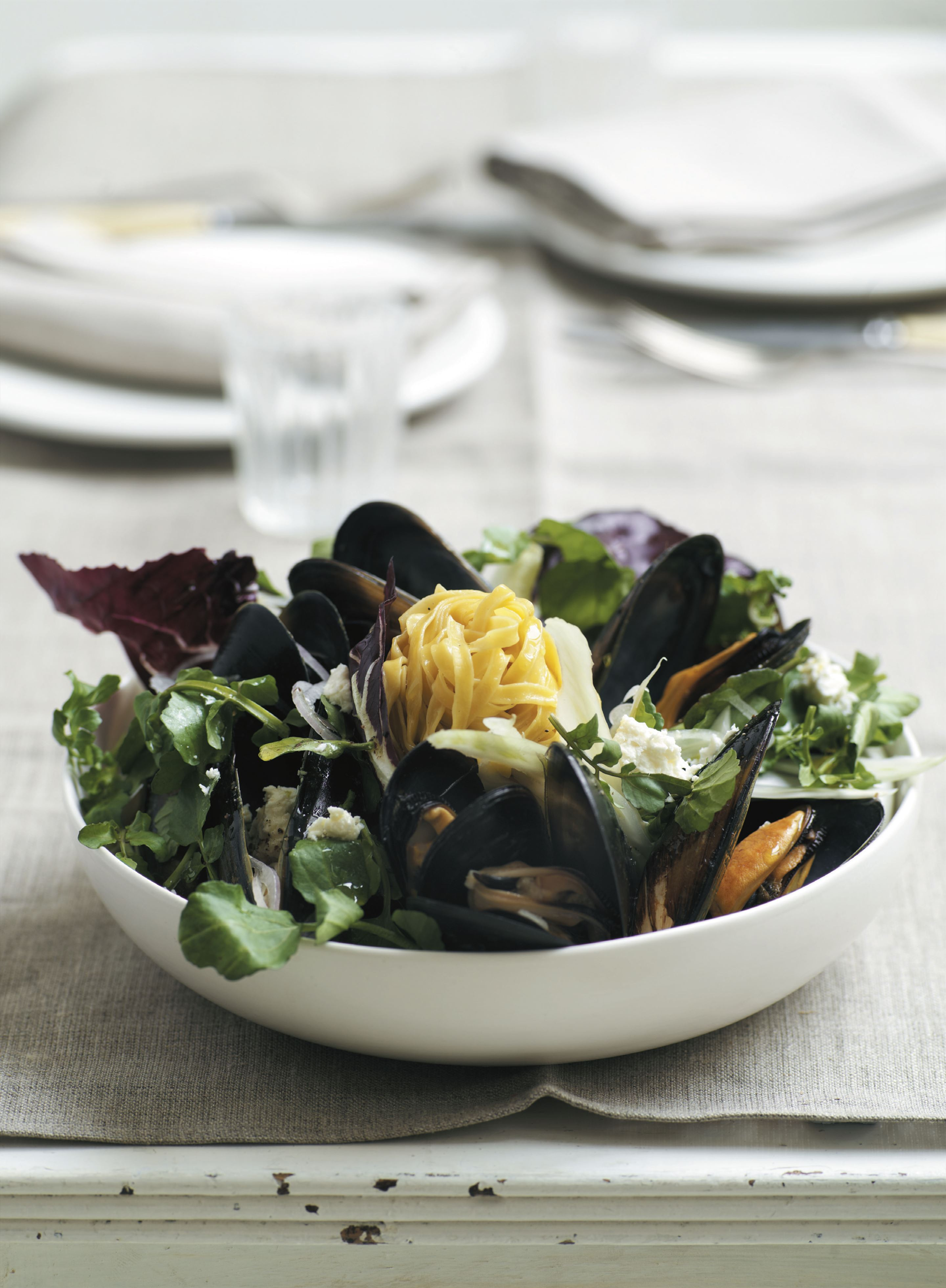 Hot mussel salad with fetta and fennel