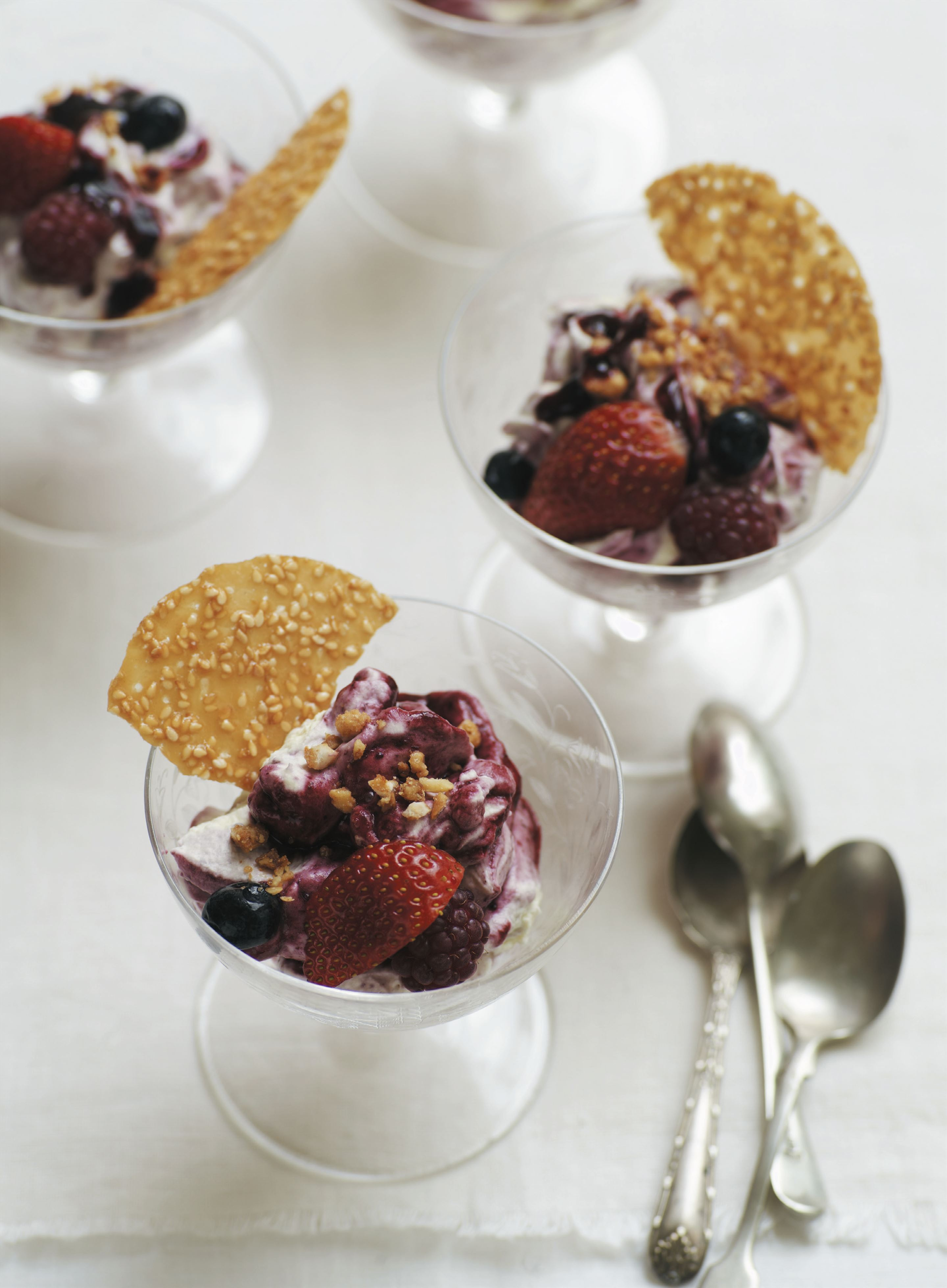 Rose-flavoured berry fool with mascarpone