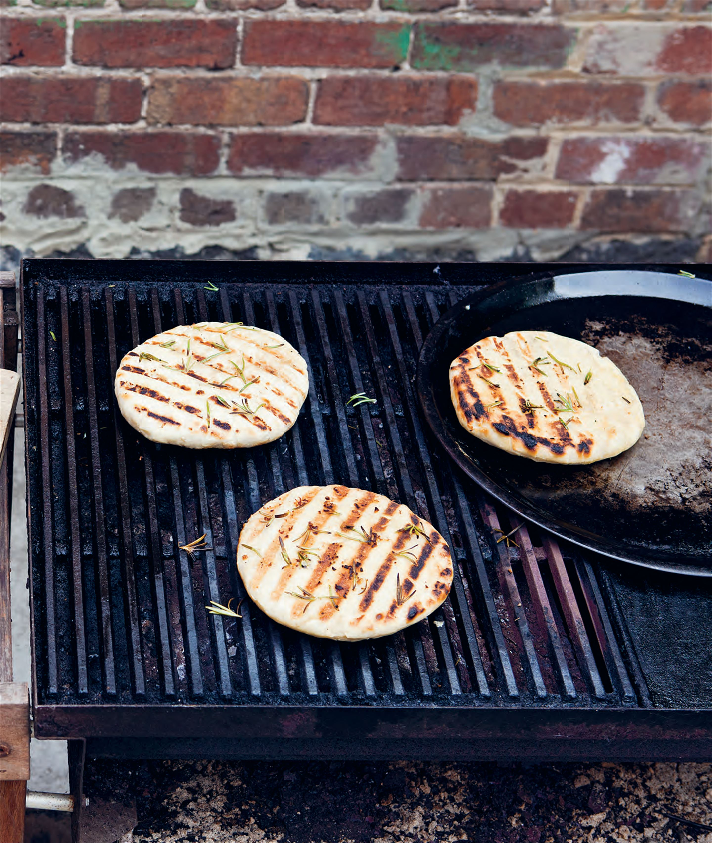 Argentinian grilled garlic and rosemary flat bread