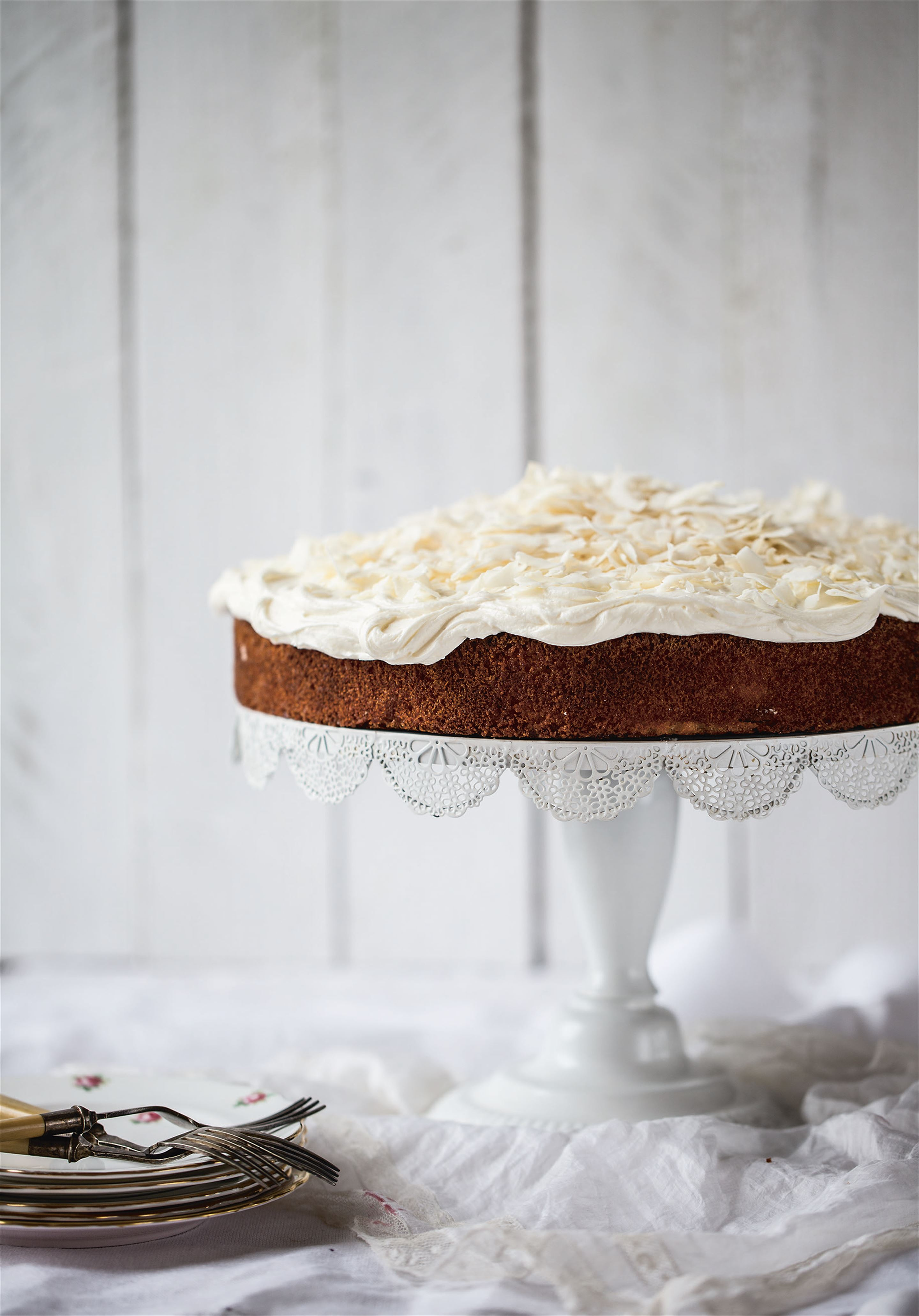 Apple, almond and coconut cake