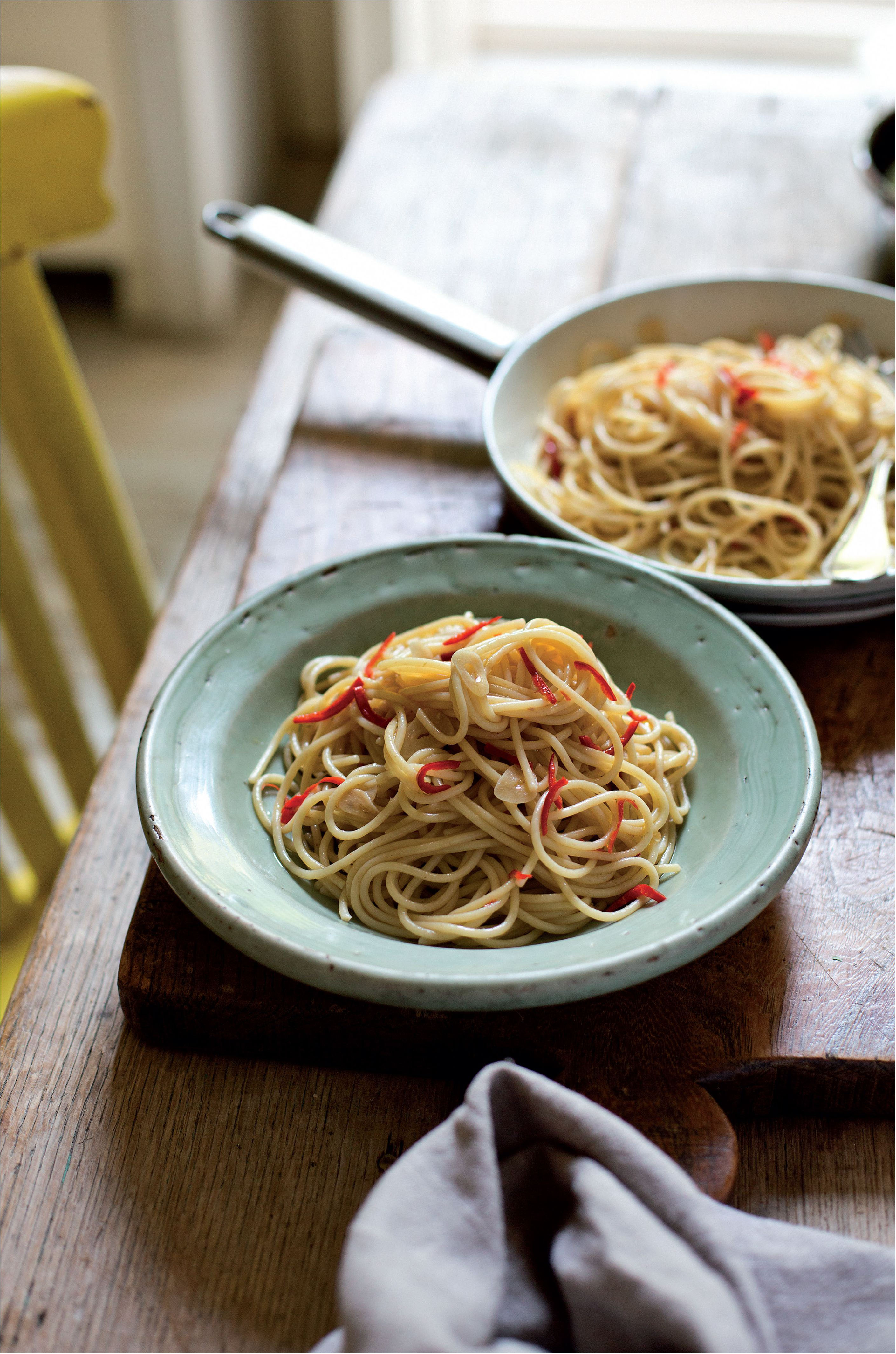 Classic spaghetti with garlic, olive oil and chilli