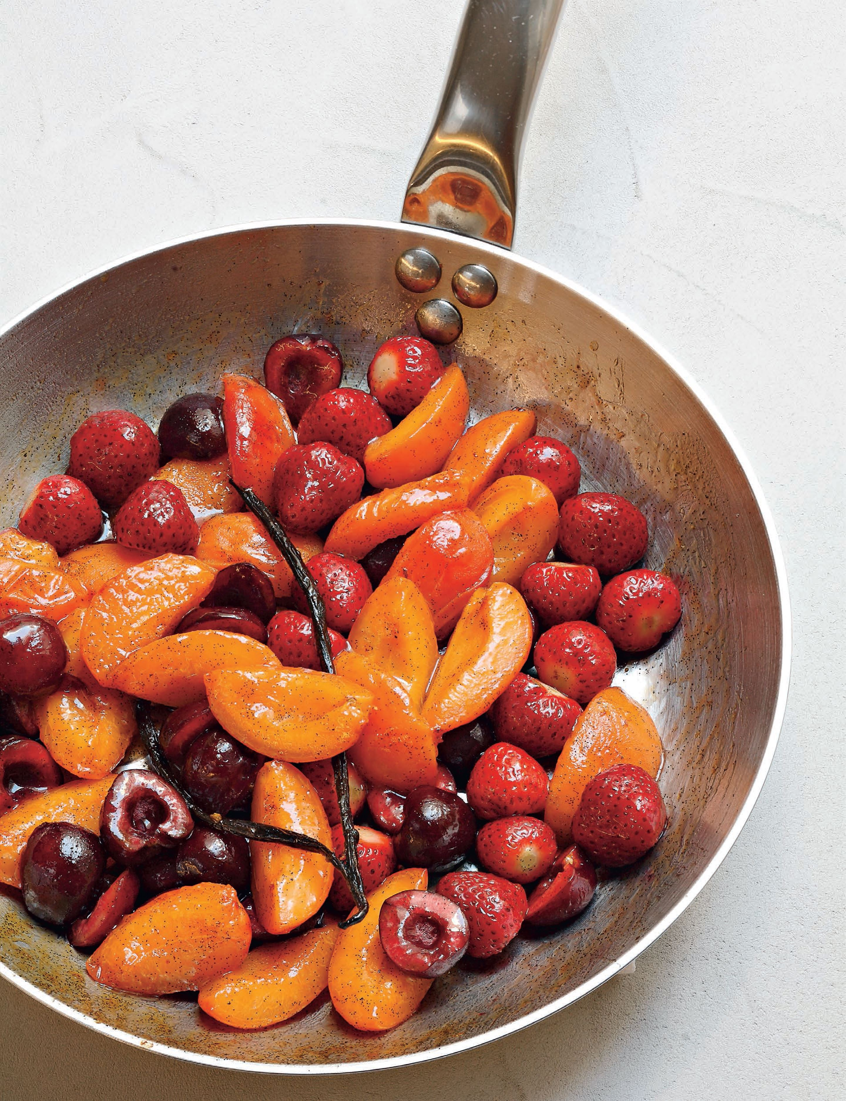 Pan-fried summer or winter fruits