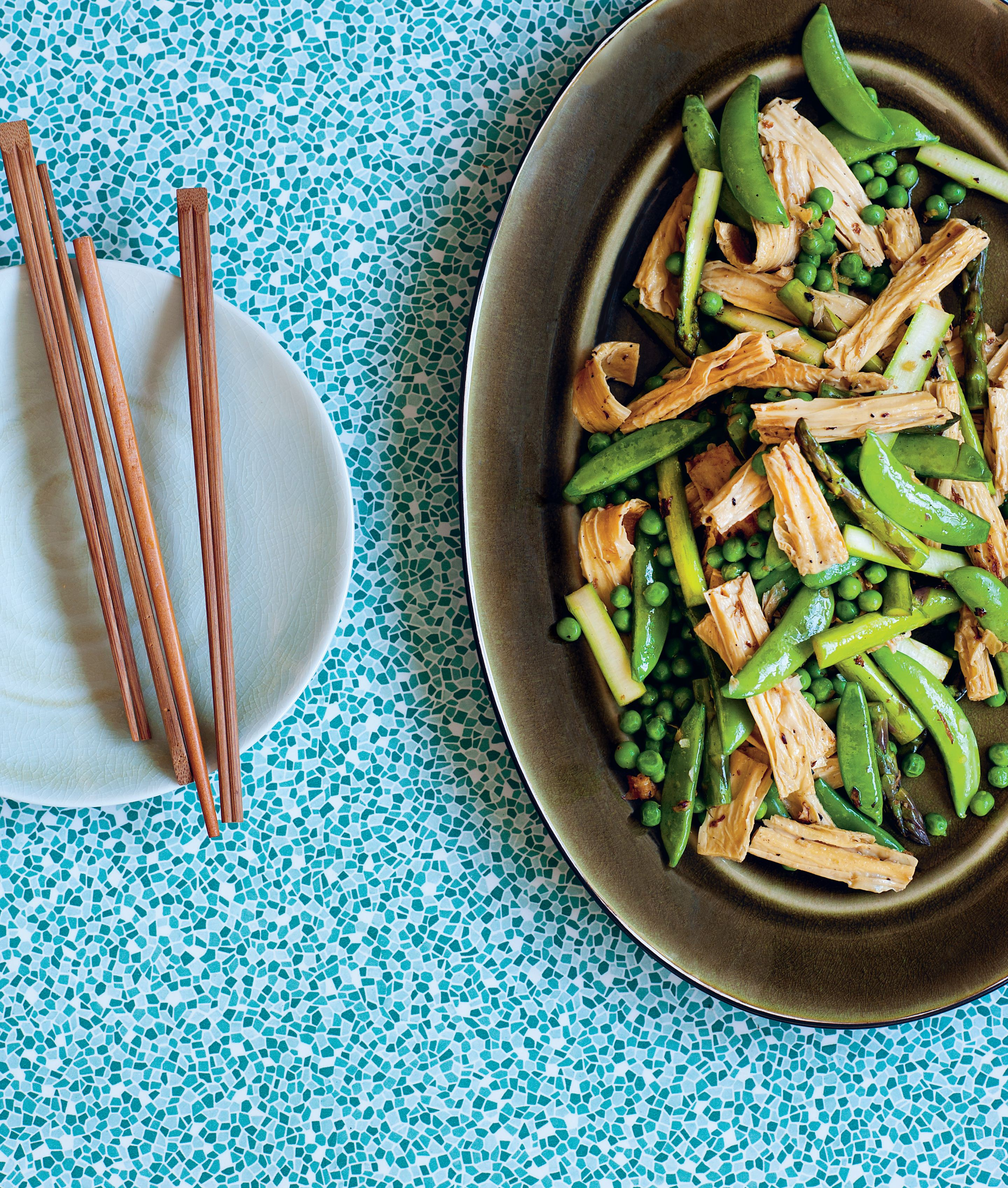 Stir-fried tofu sticks with green vegetables