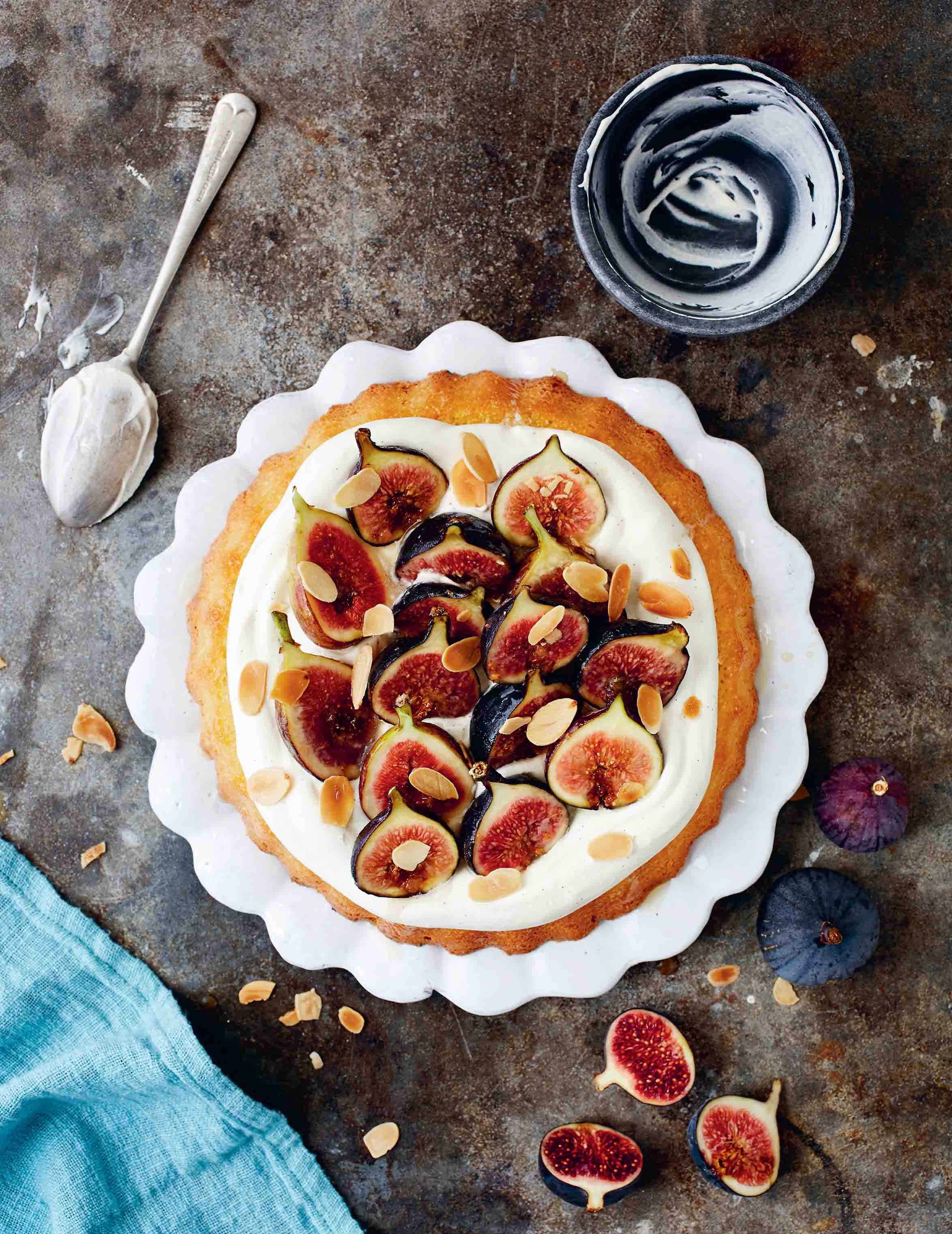 Fig and almond cake with honey vanilla cream