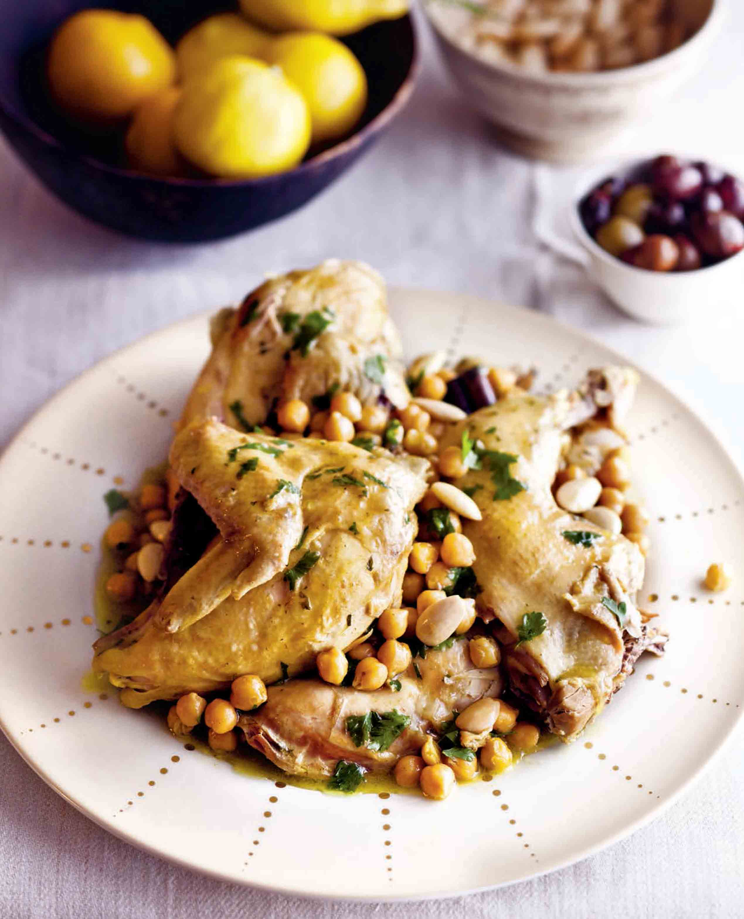 Chicken kedra with almonds and chickpeas