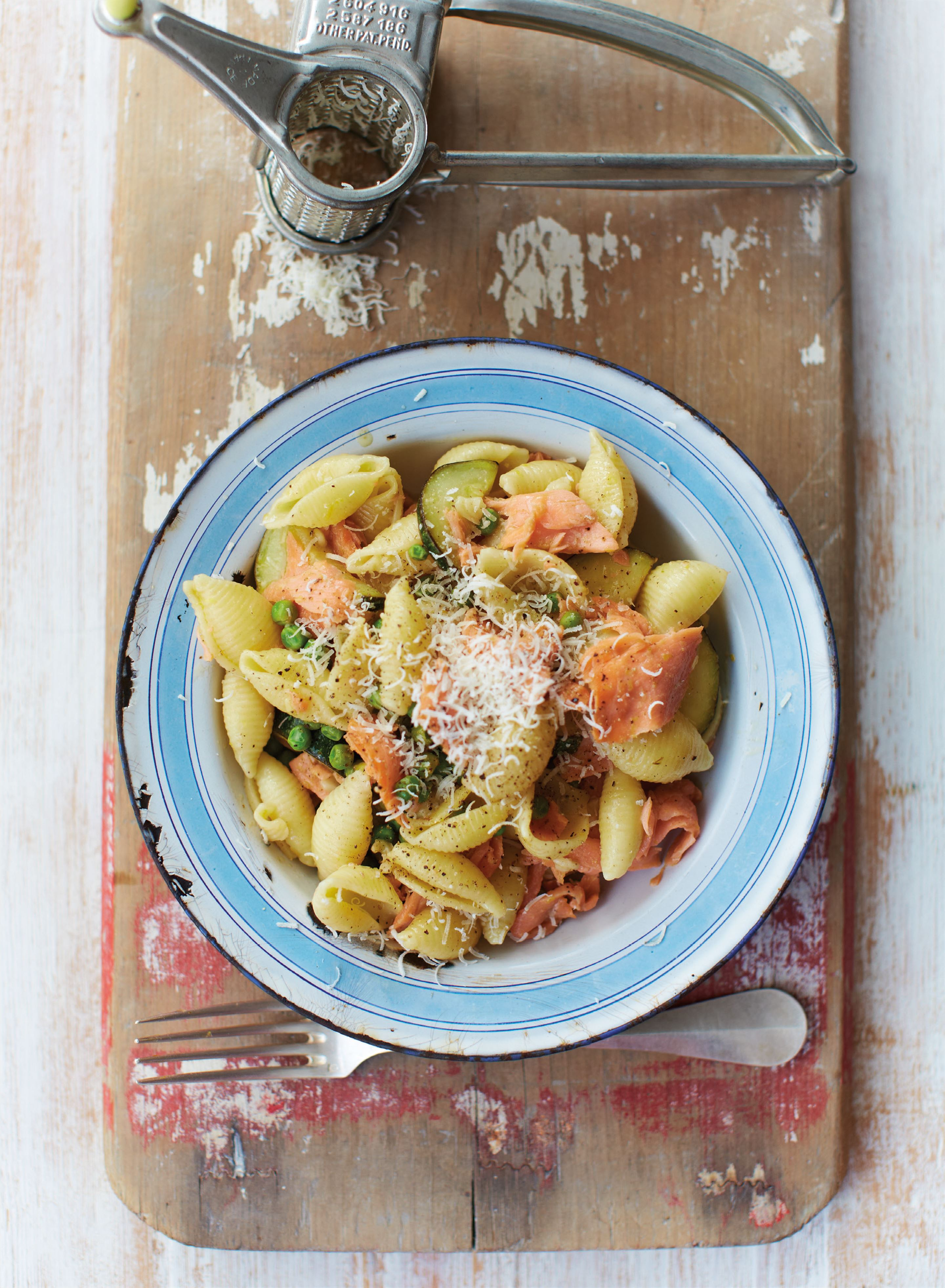 Lemony salmon pasta with courgettes and peas