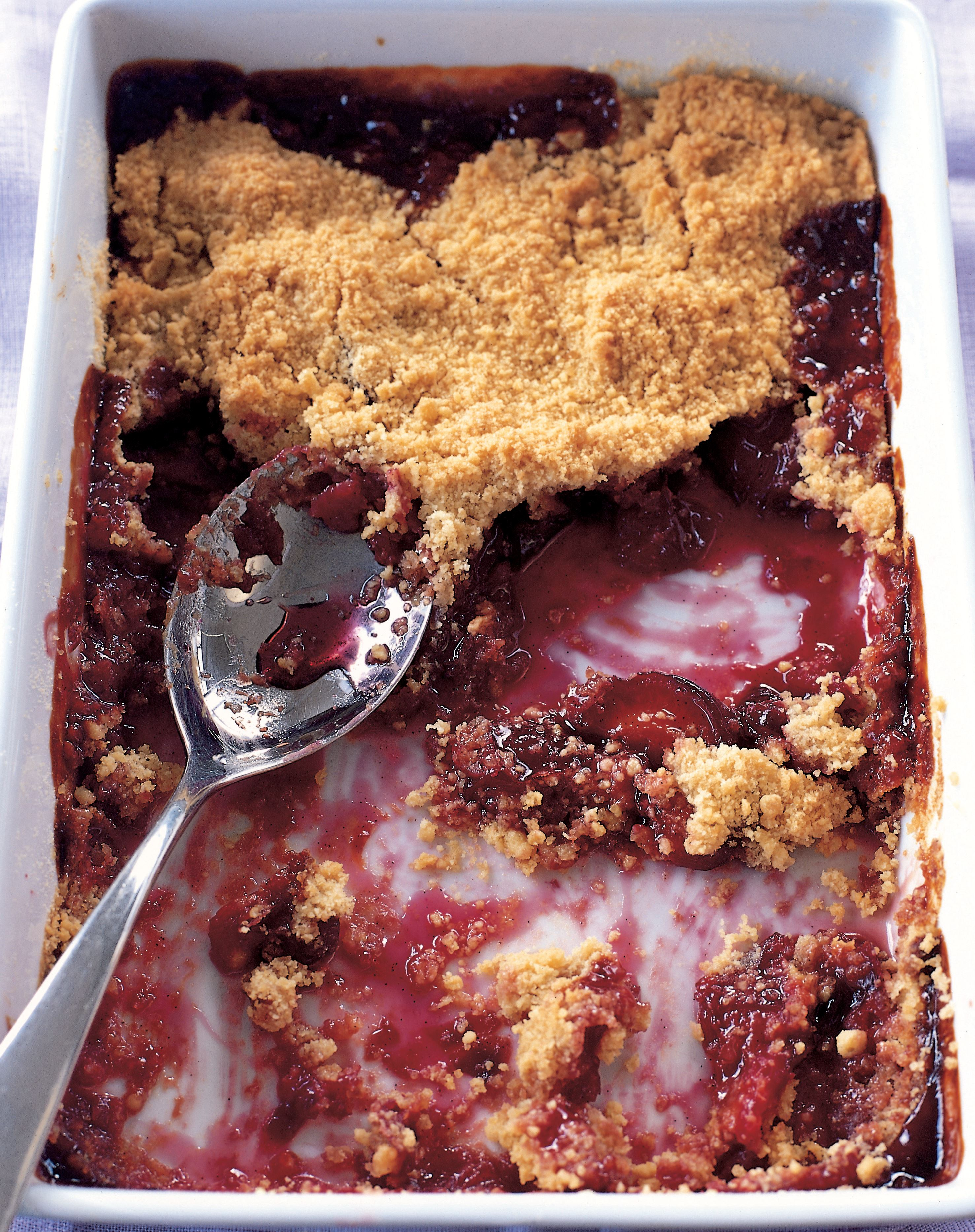 Spicy plum crumble