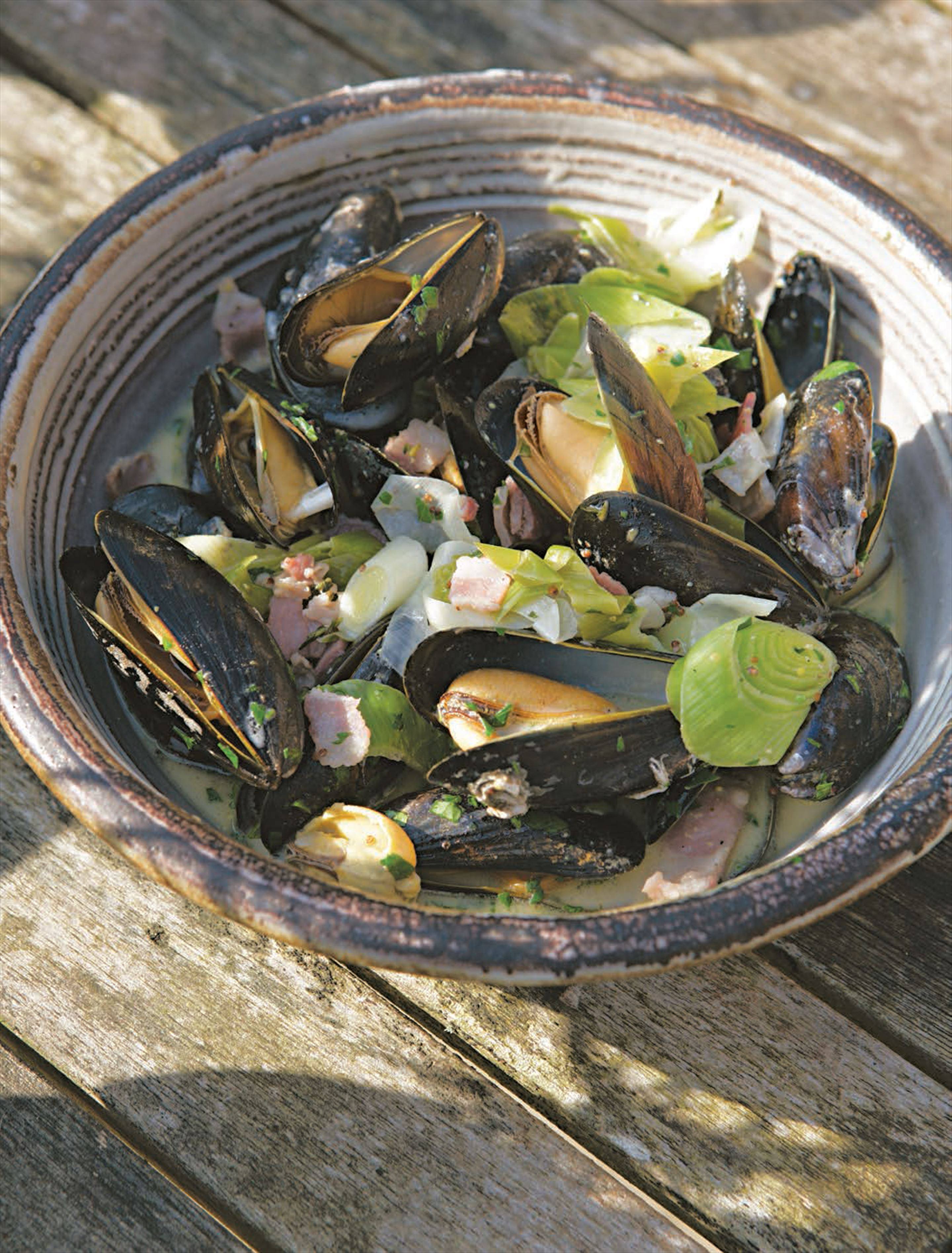 Mussels with cider, leeks and bacon