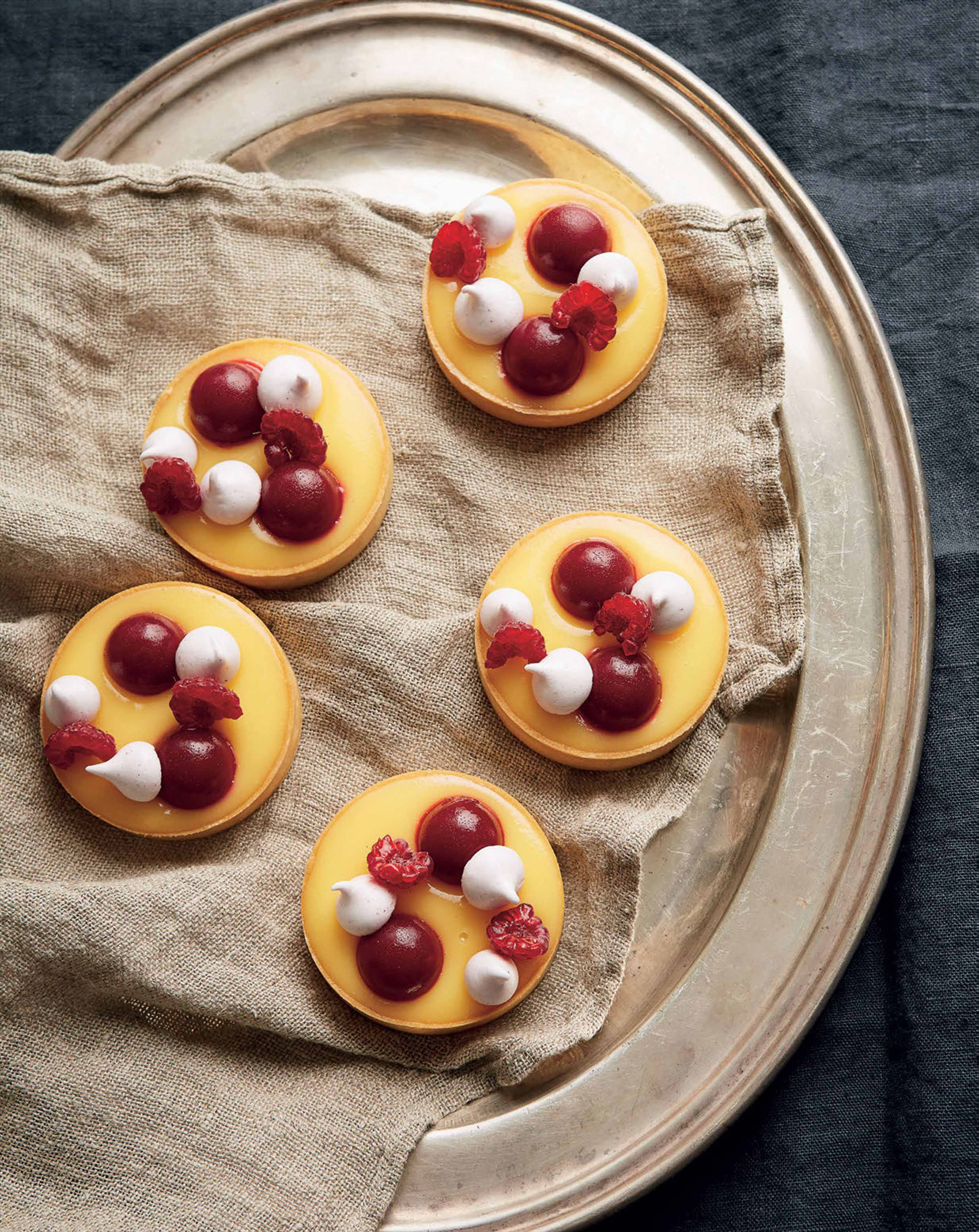 Lemon tarts with raspberry marshmallow