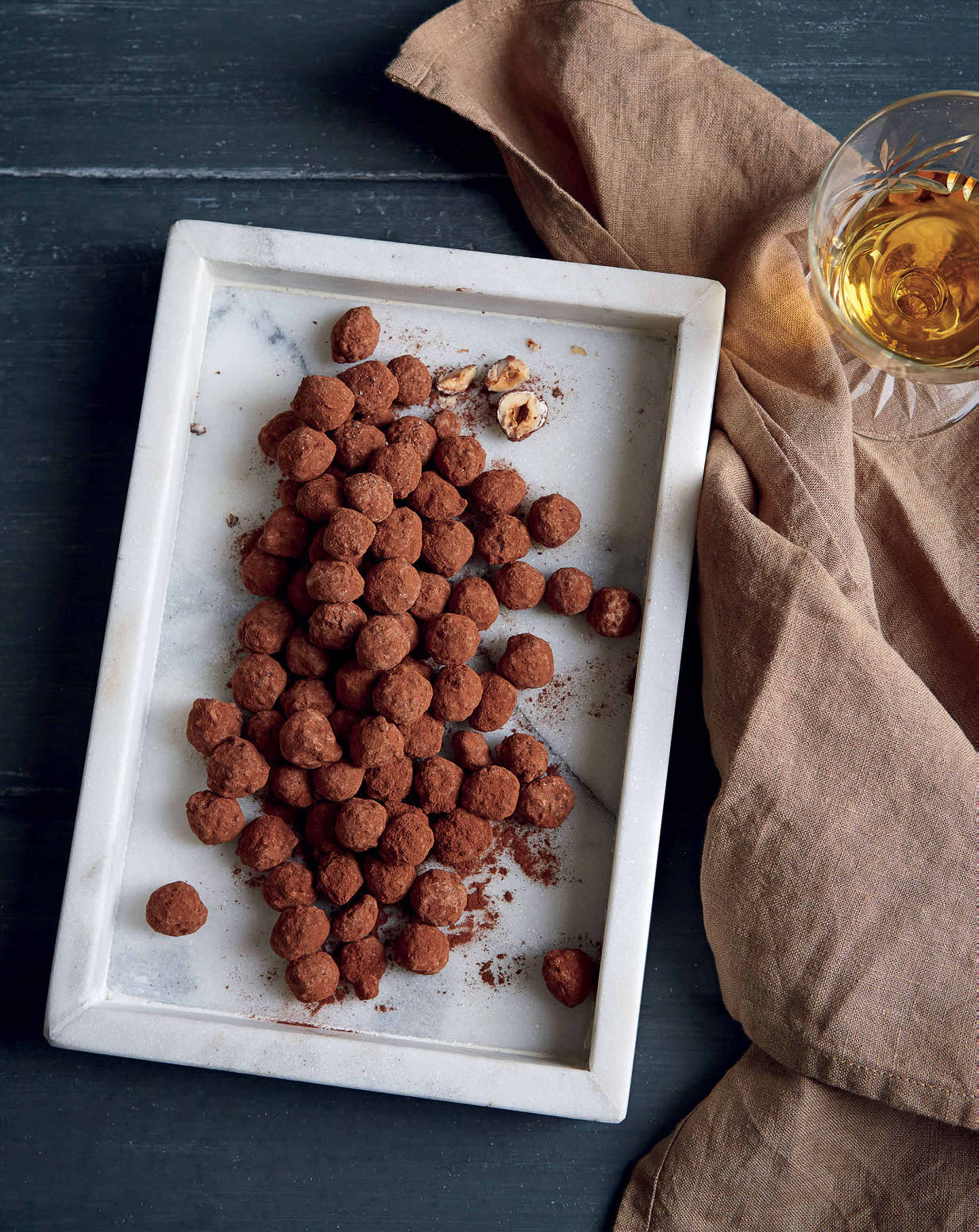 Chocolate-coated caramelised hazelnuts