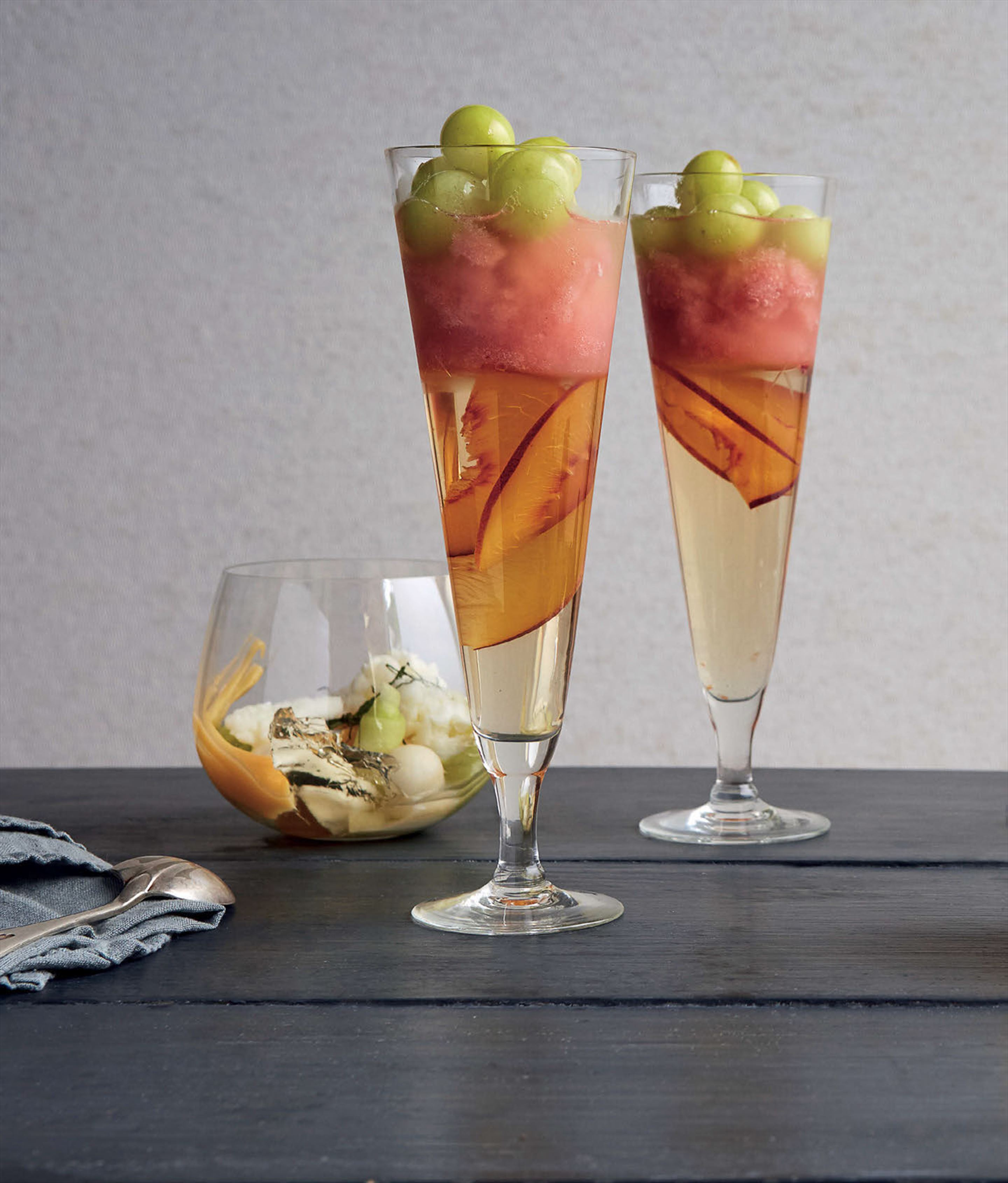 'Bellini' with fizzy grapes
