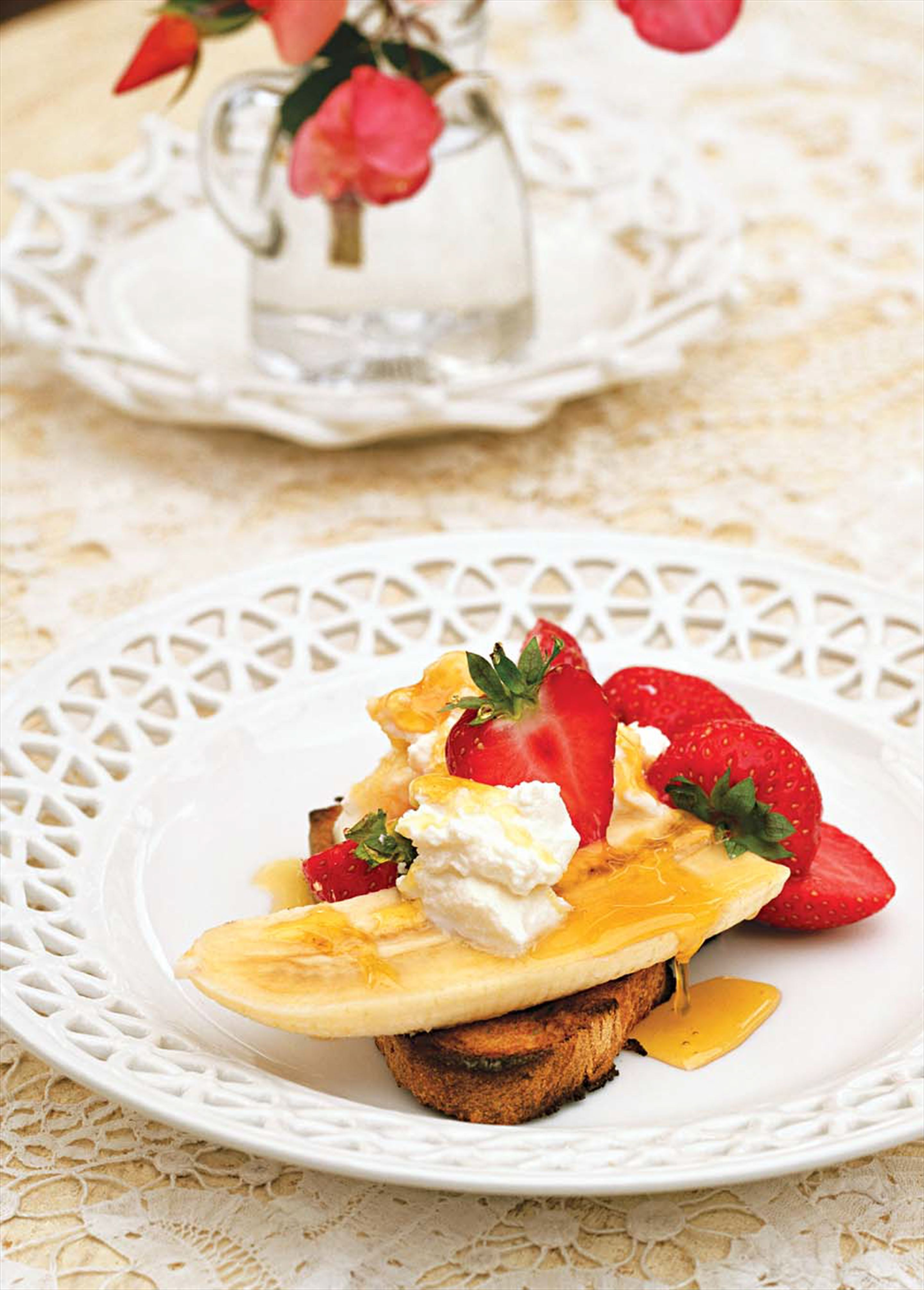 Sourdough toast with bananas, strawberries and ricotta