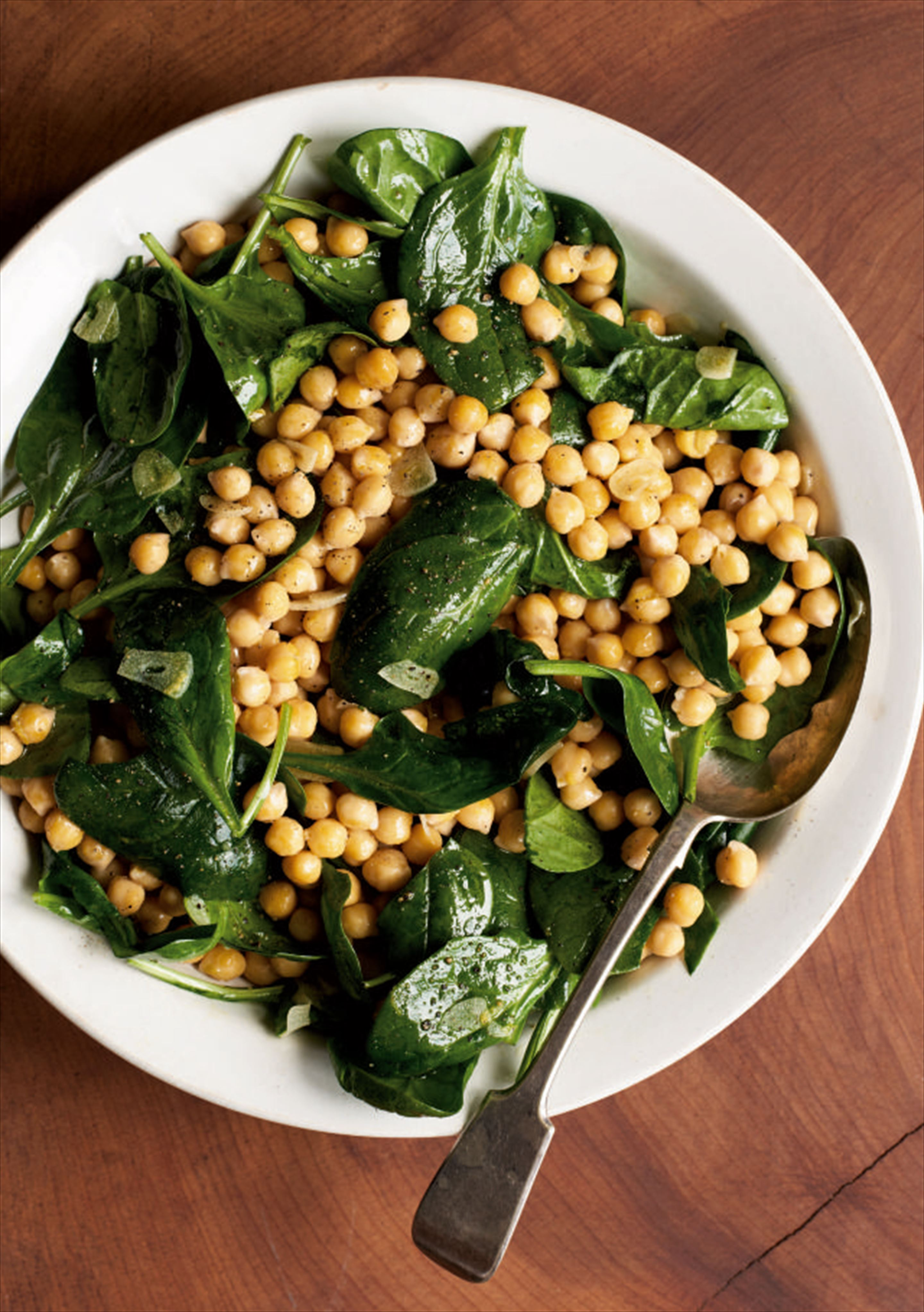 Chickpeas with garlic oil and spinach