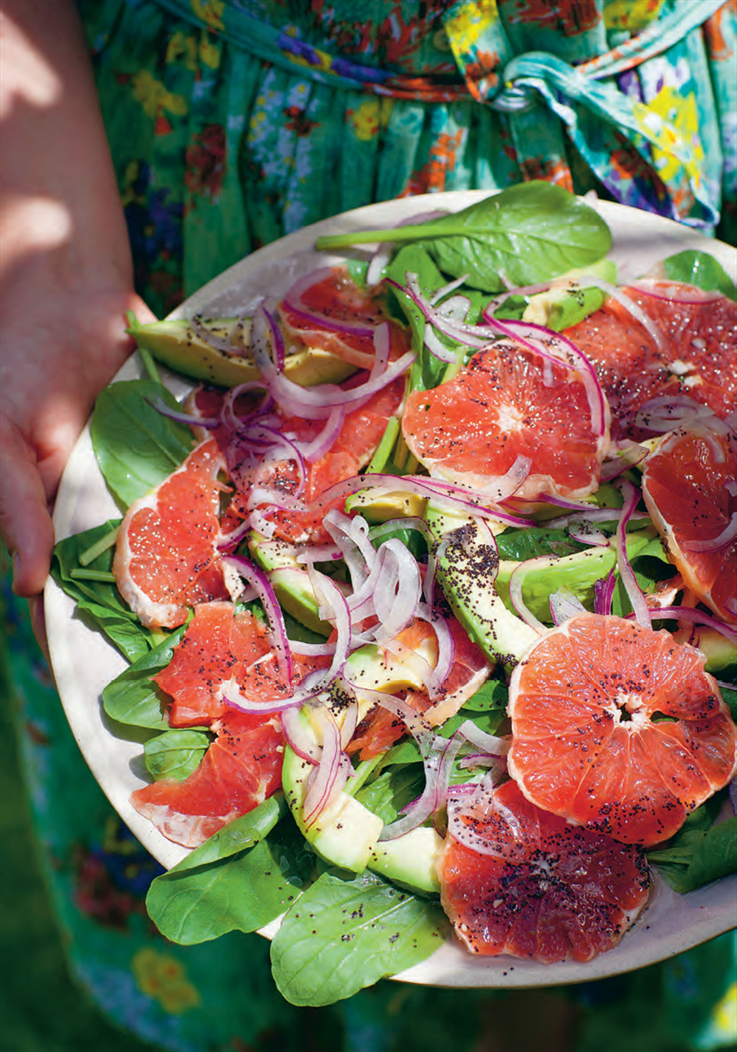 Fresh spinach with avocado, grapefruit and a poppy seed dressing