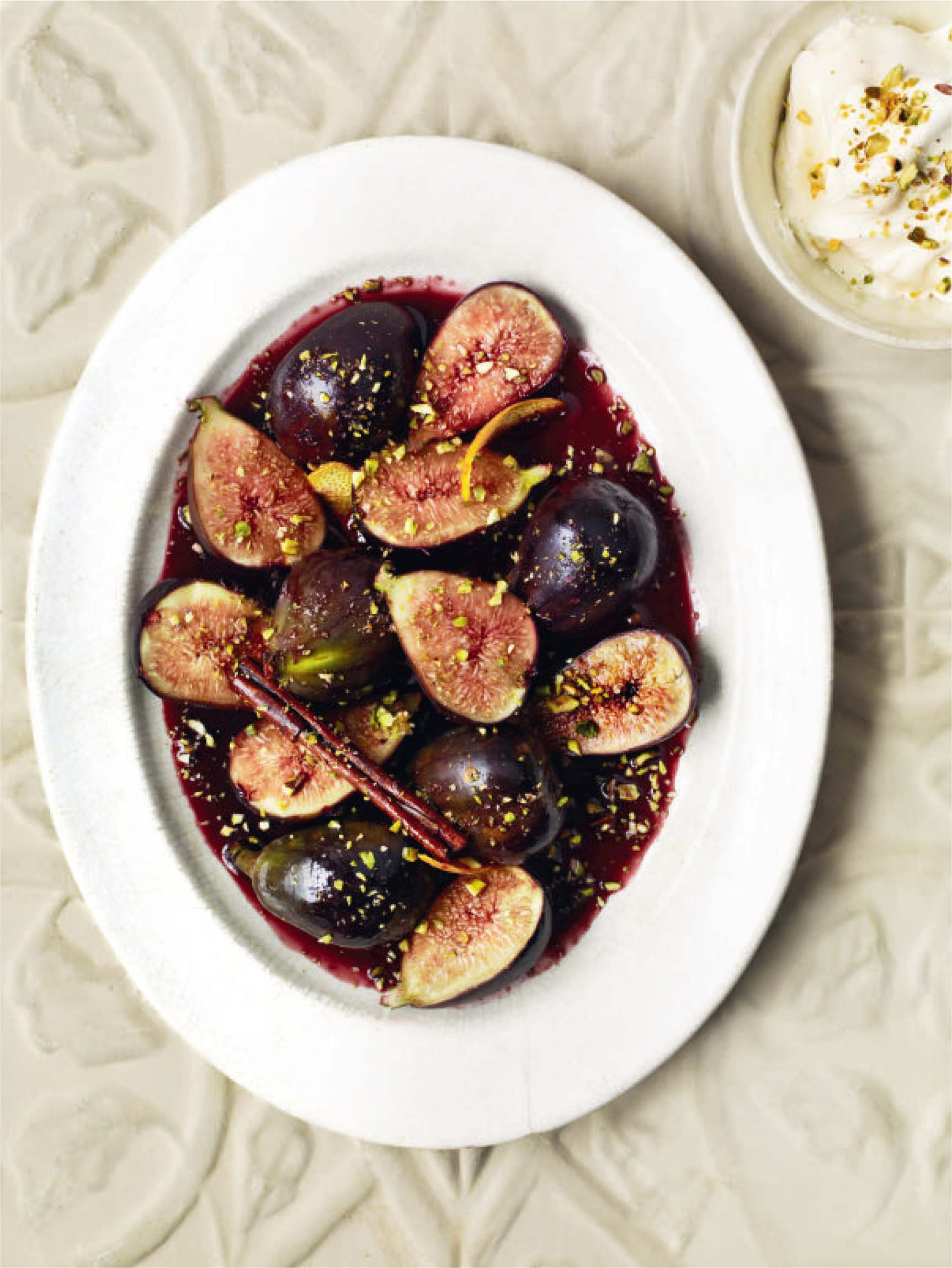 Drunken figs with pistachios and cream