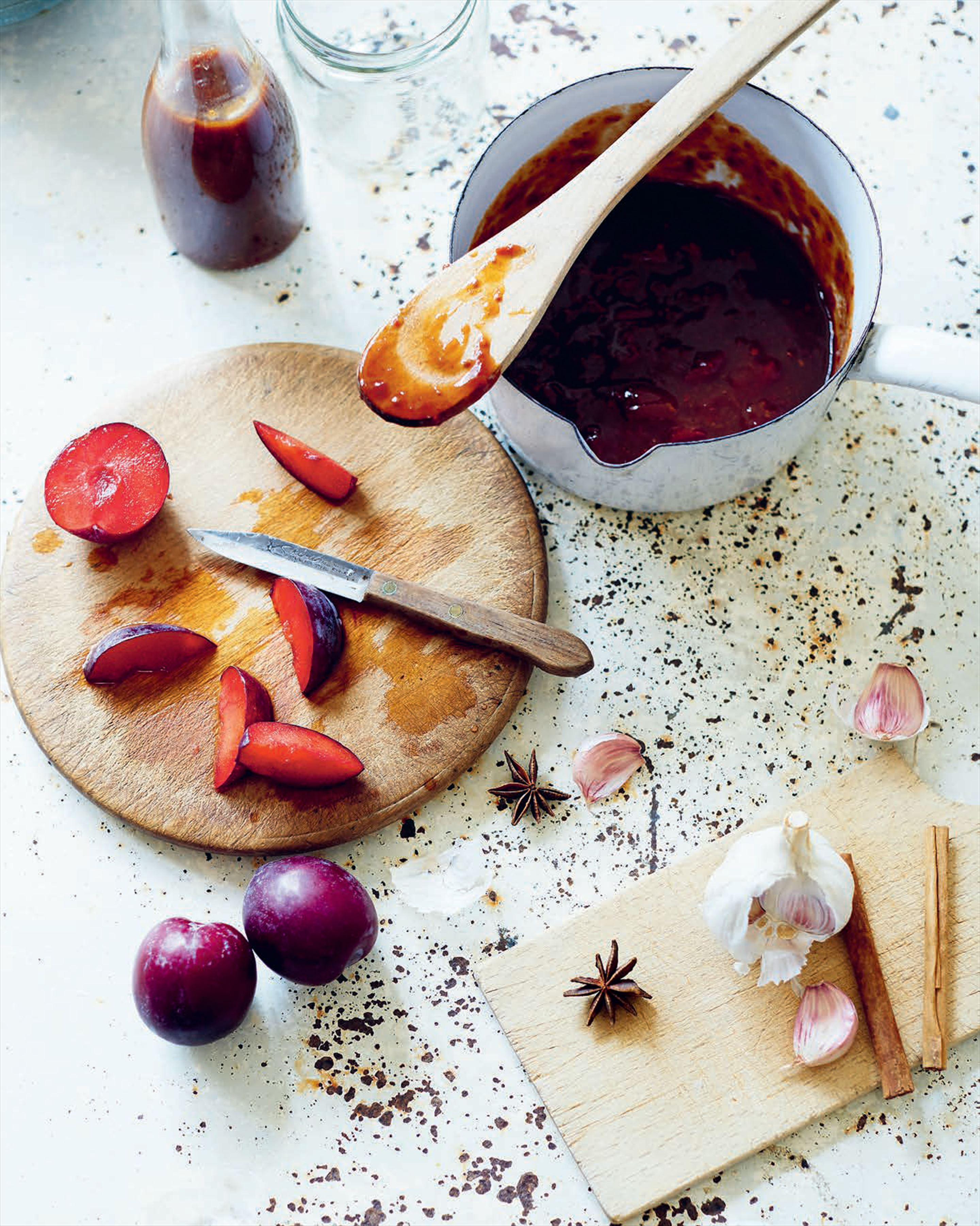 Plum ketchup to serve with meat or cheese