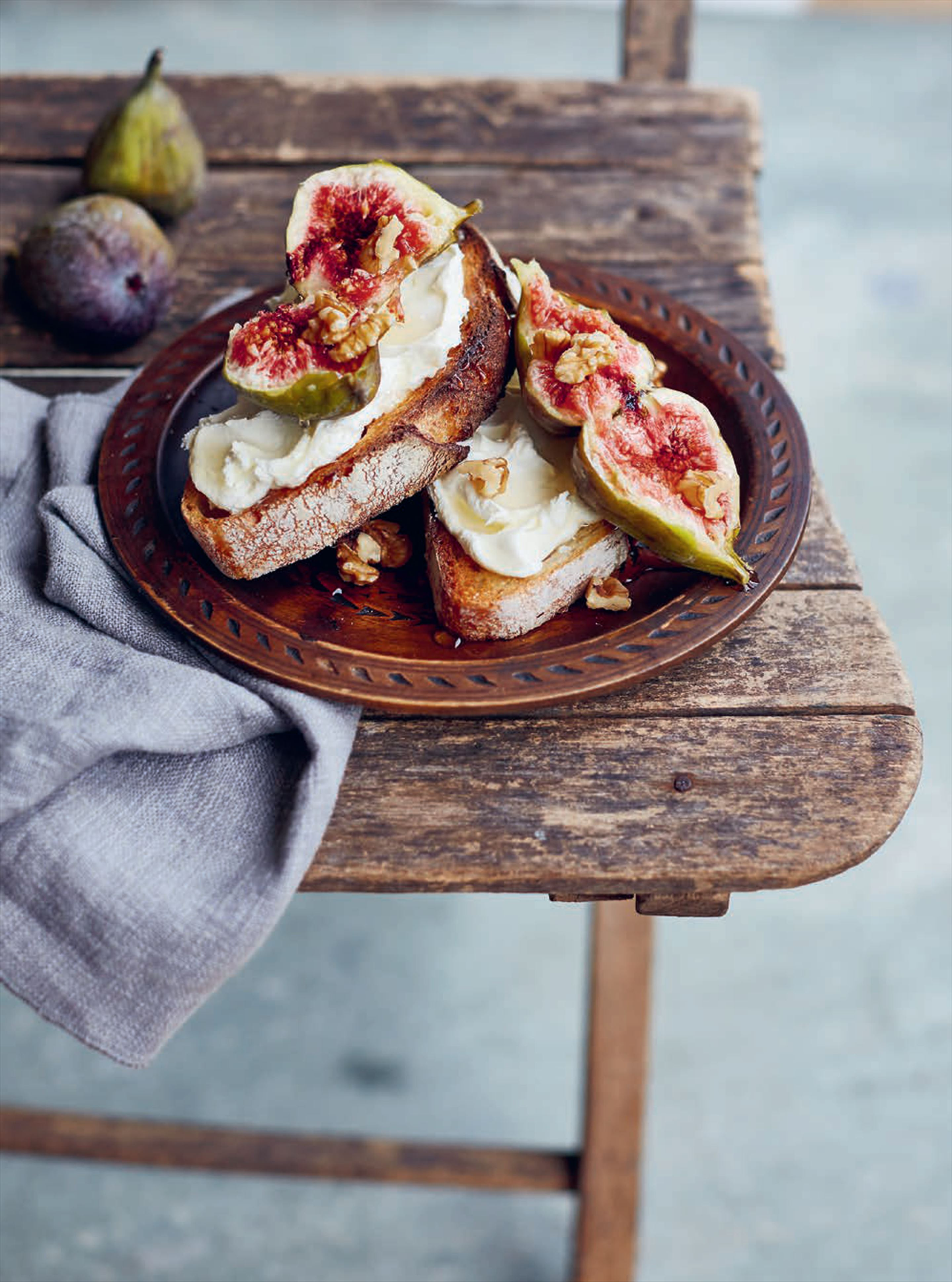 Fig & mascarpone or ricotta crostini with honey