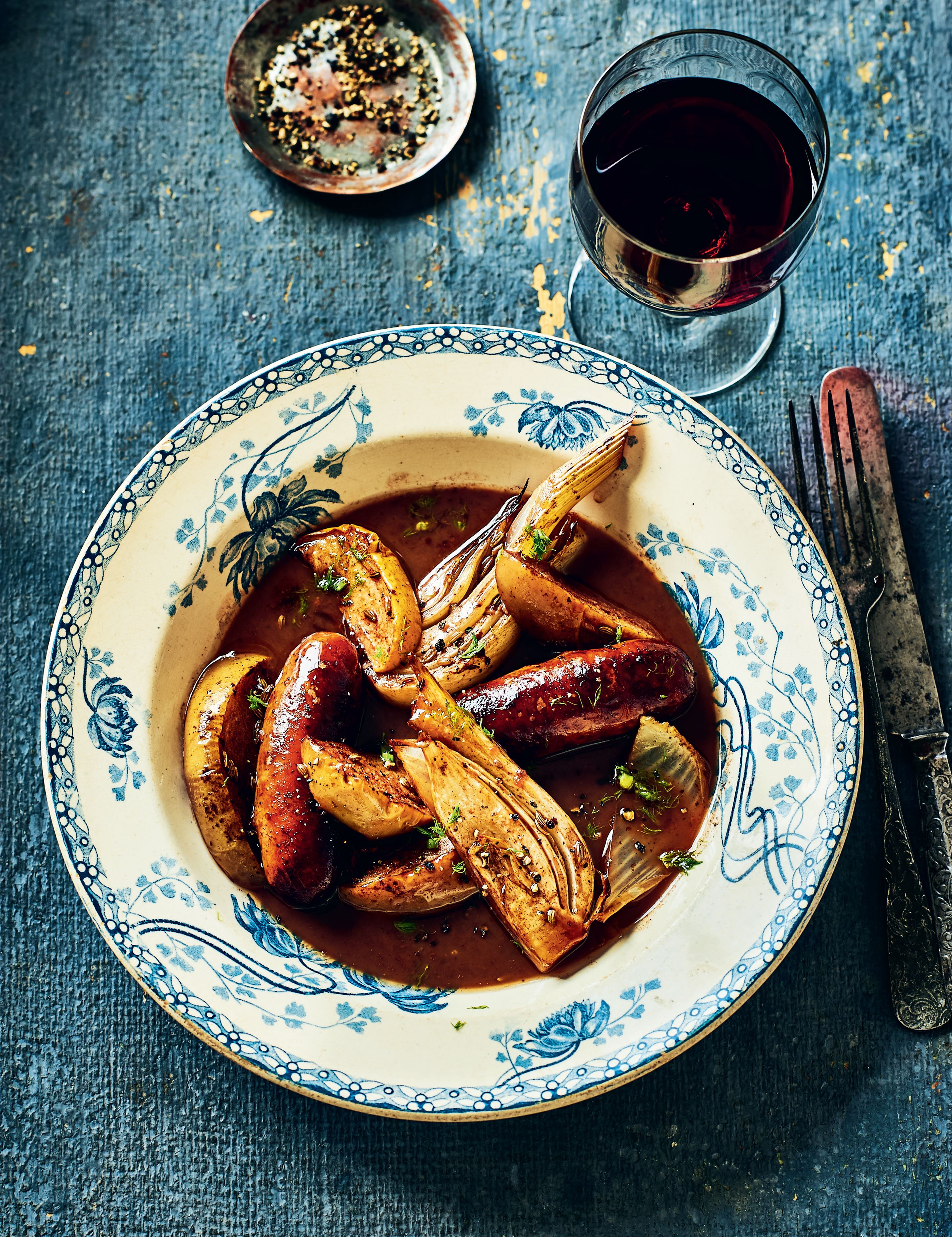 Pork sausages with fennel, apples and red wine gravy