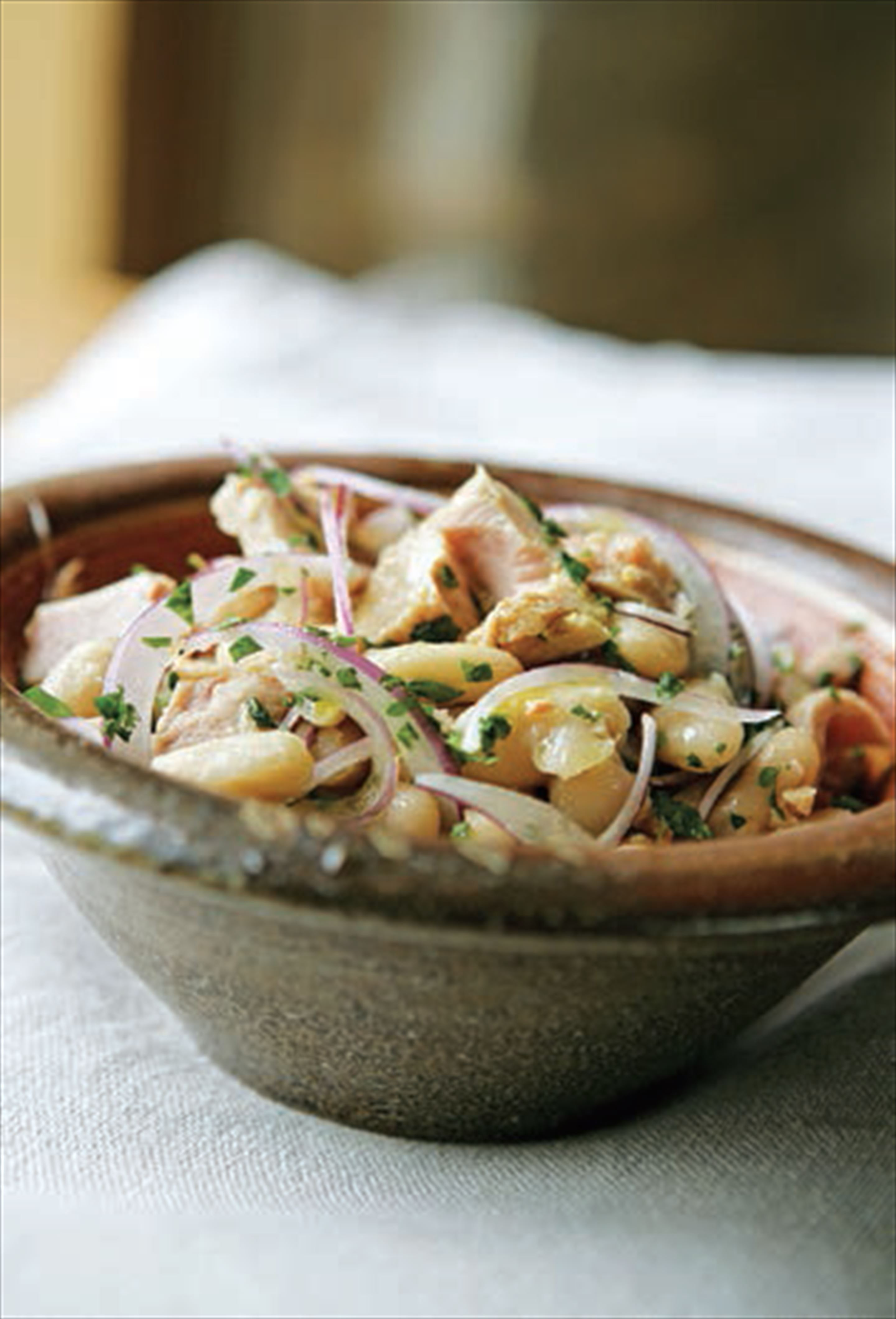 Tuna, white bean and red onion salad