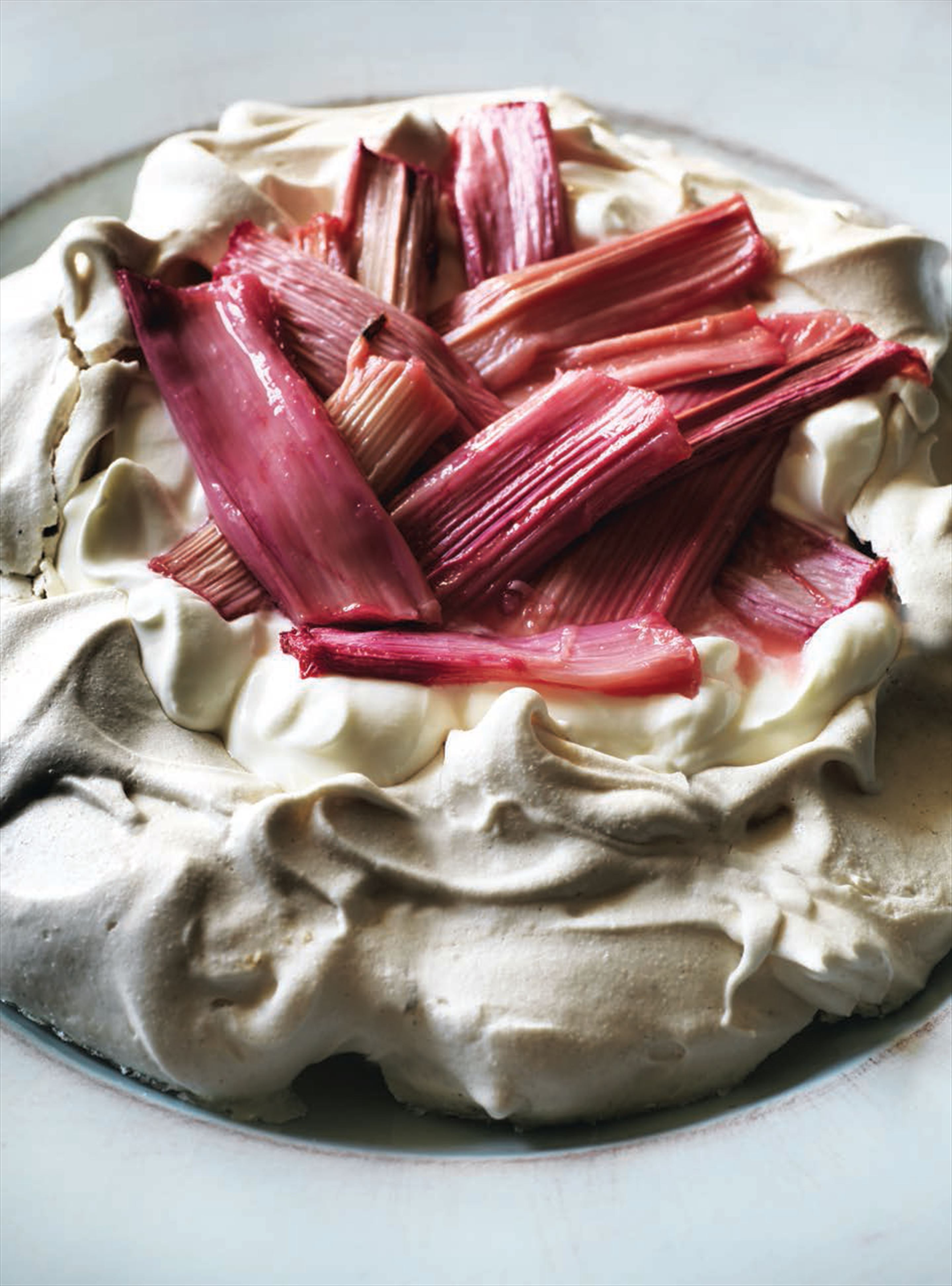 Rhubarb and ginger pavlova