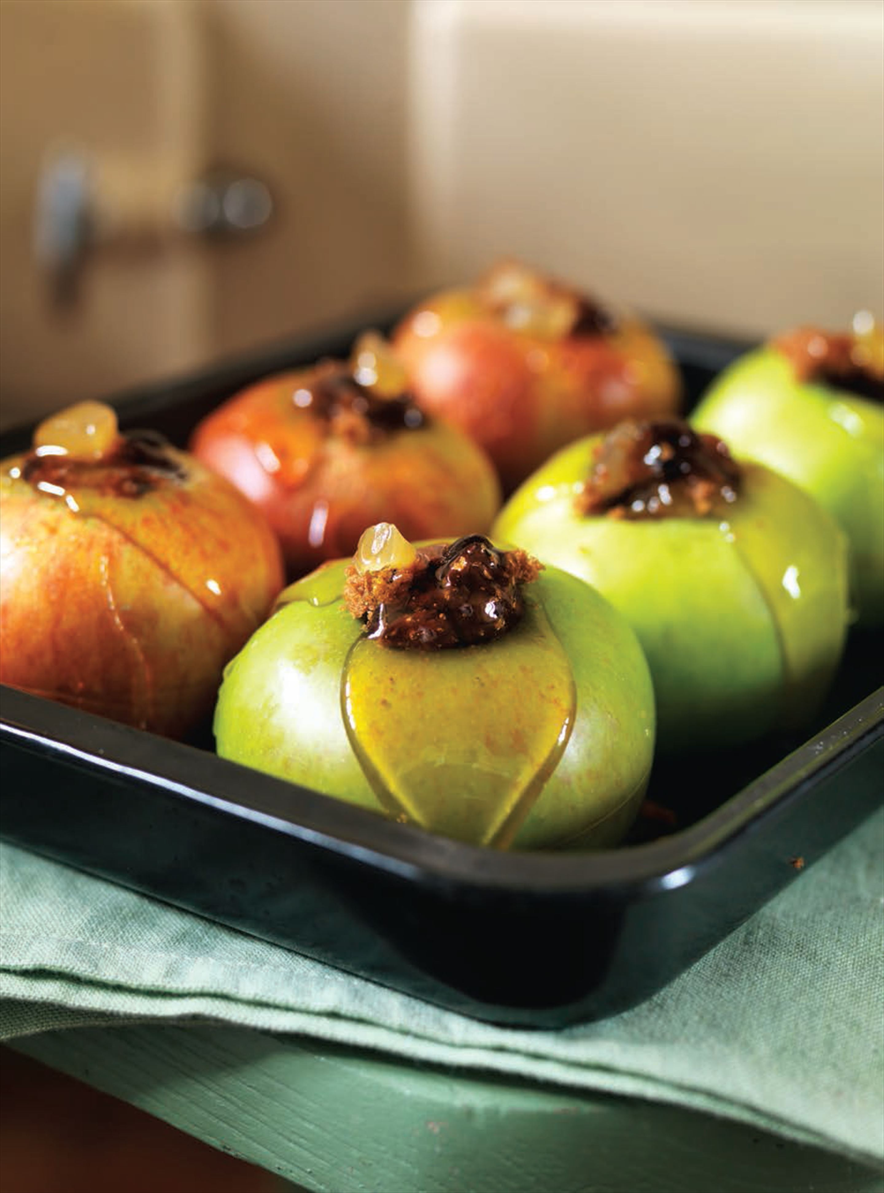 Baked gingerbread apples