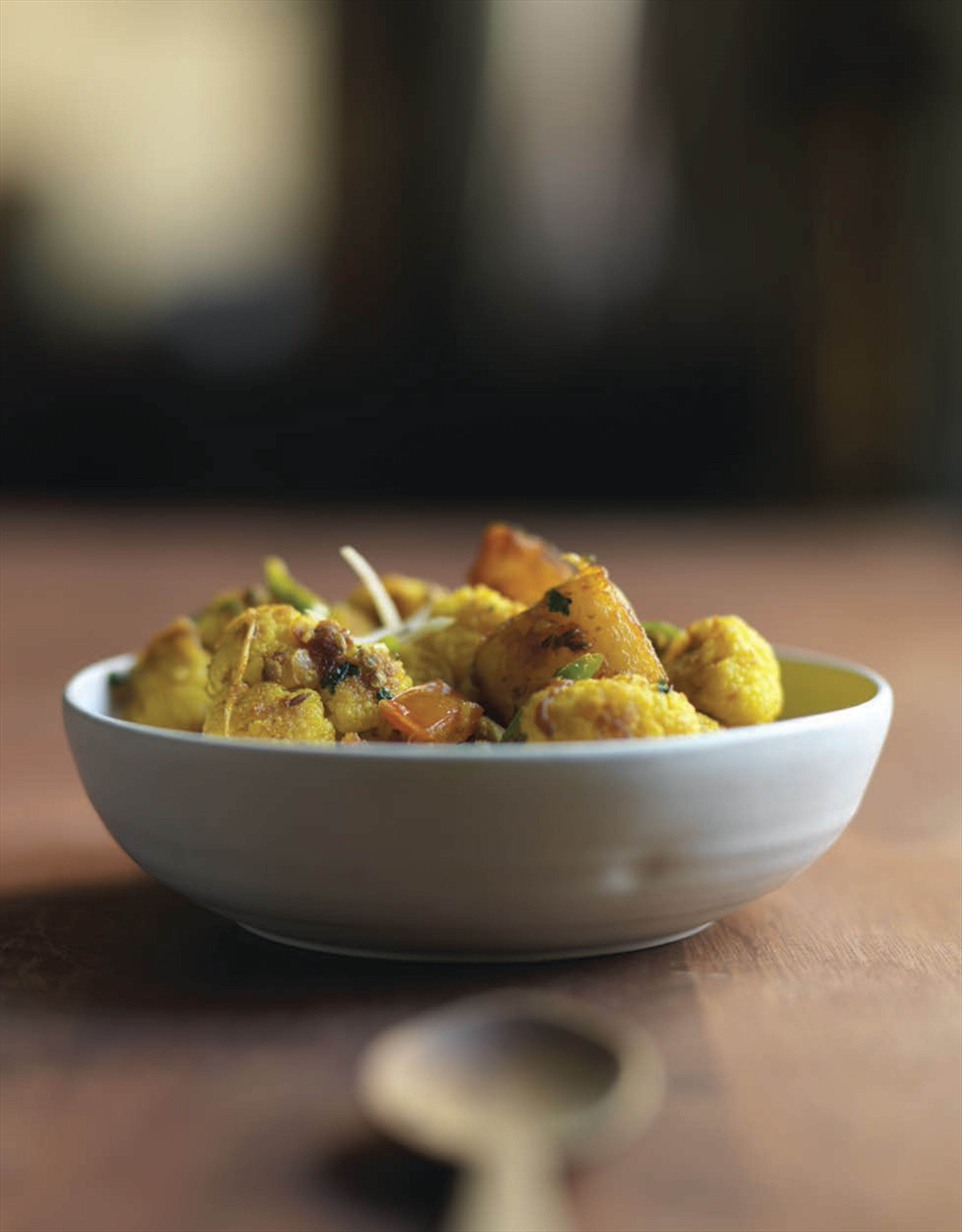 Home-style curry of potatoes and cauliflower