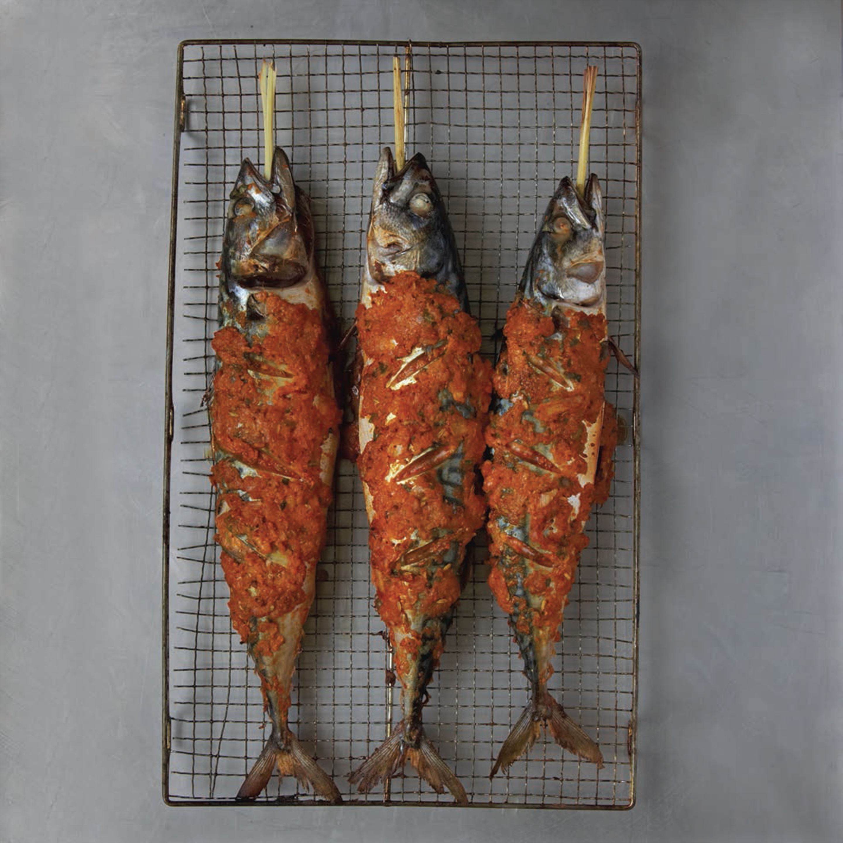 Roasted whole mackerel with lemongrass and spices