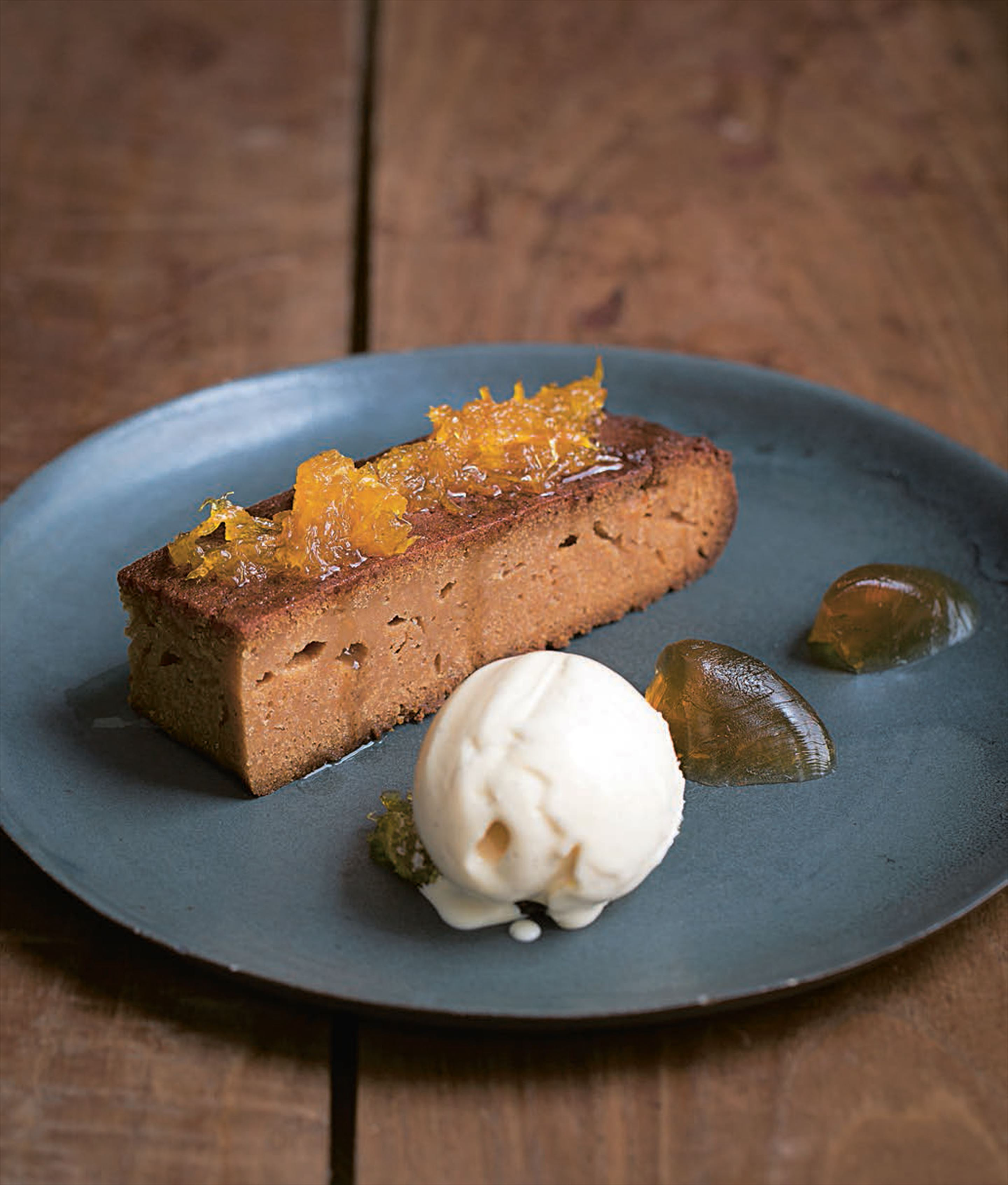 London honey and almond cake with honey jelly