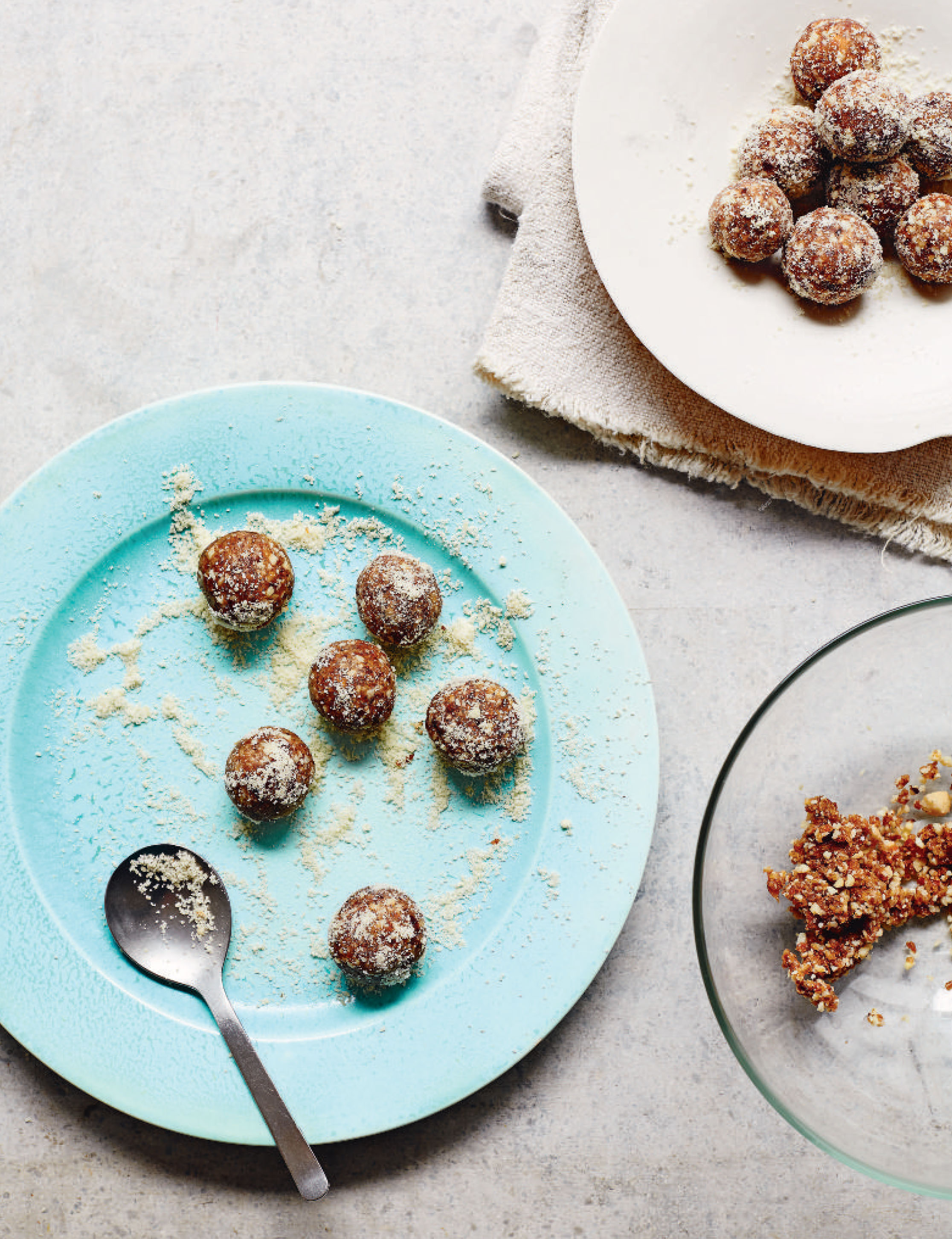 Date, almond and tahini energy balls