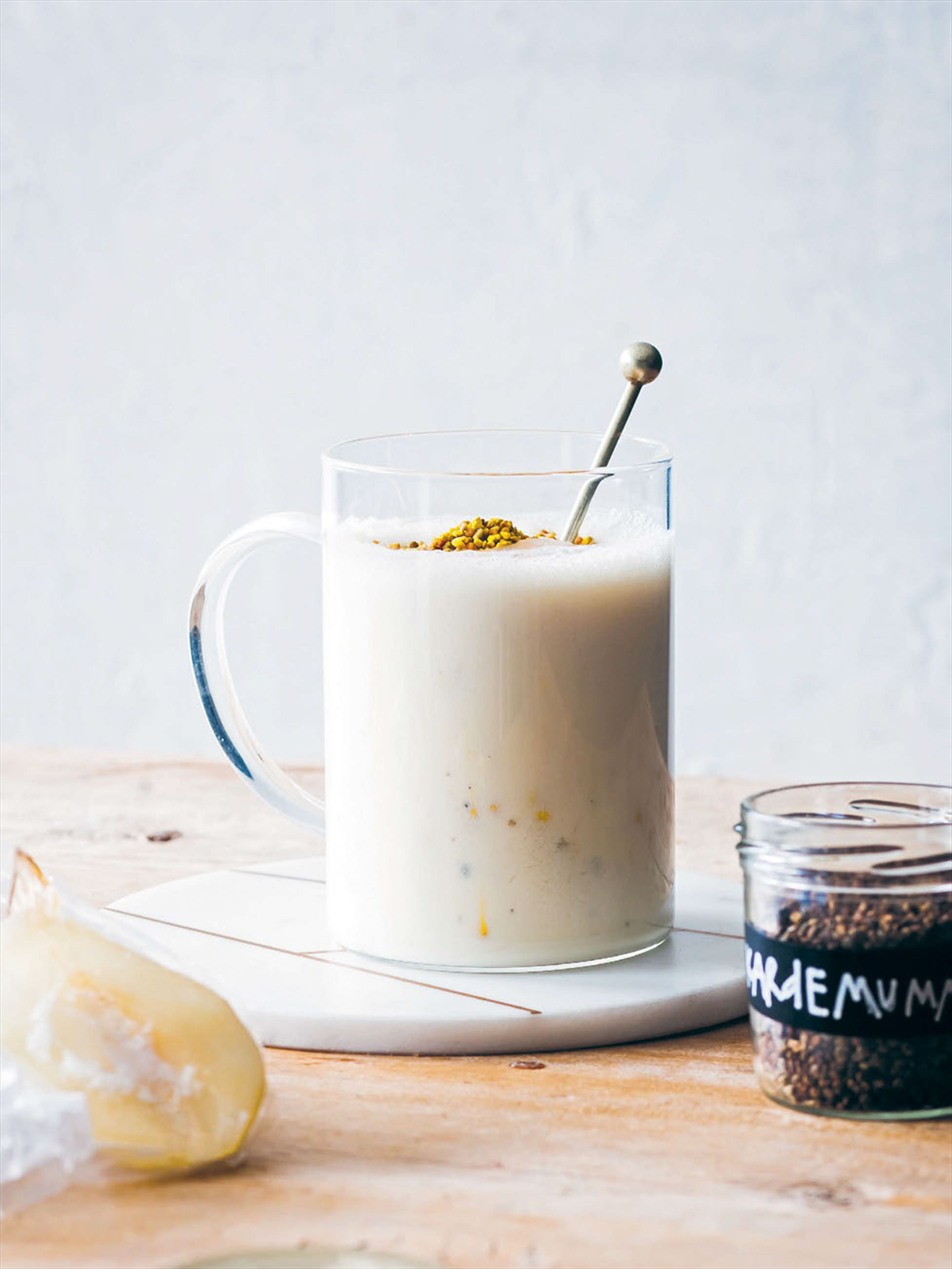 Oat, pear & cardamom smoothie