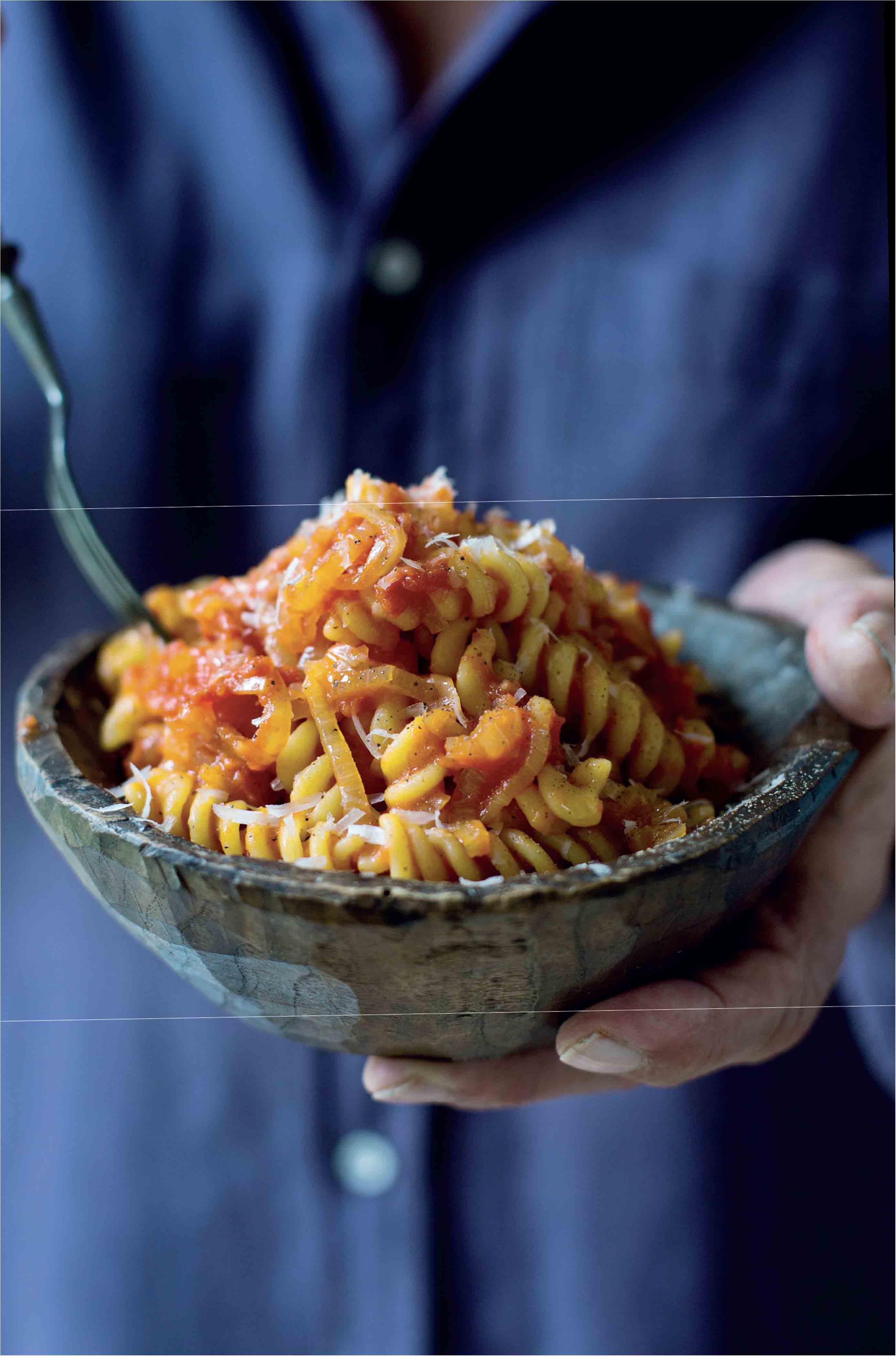 Spiral pasta with a Genoese onion and tomato sauce