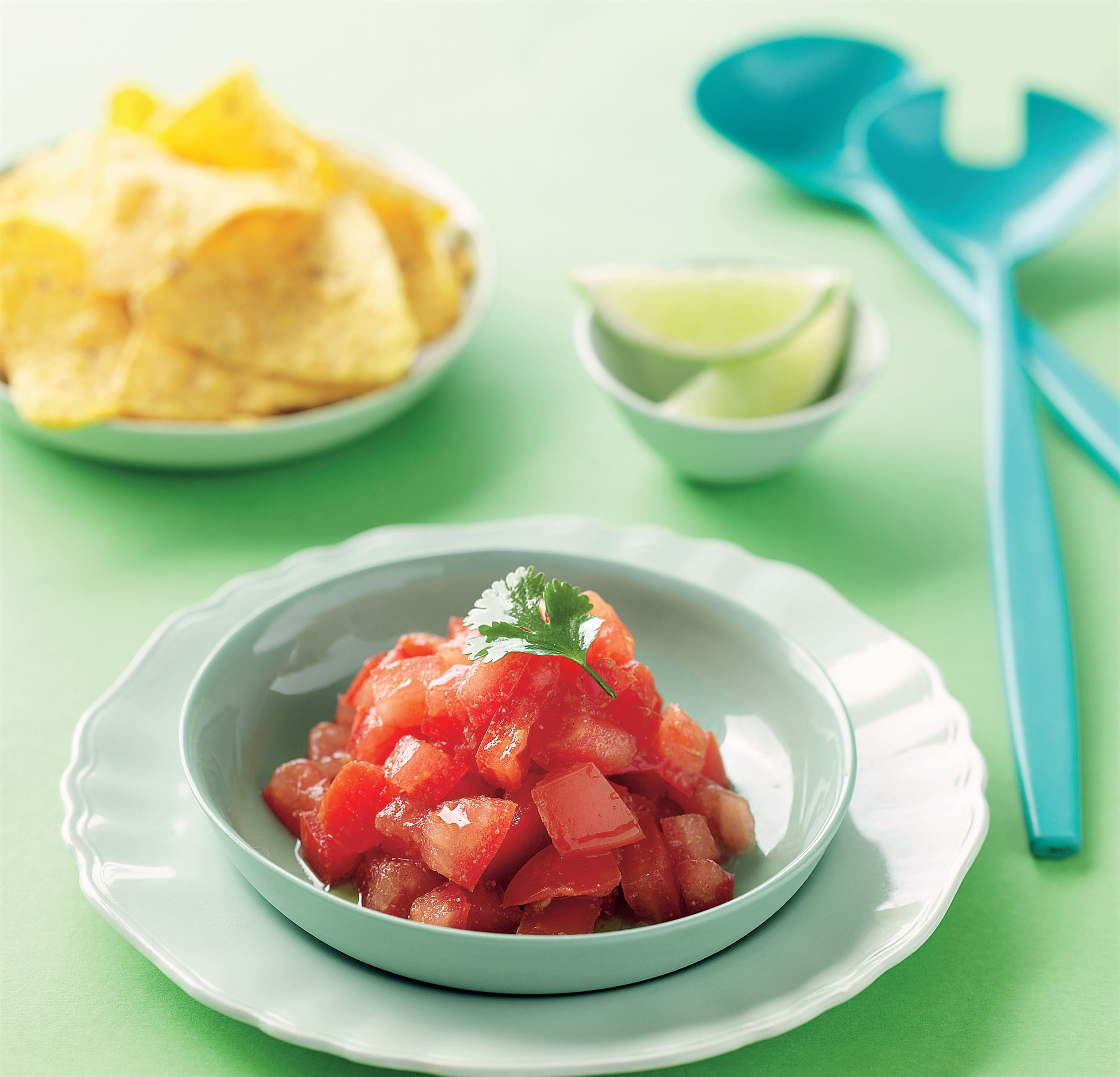 Salsa fresca with corn chips