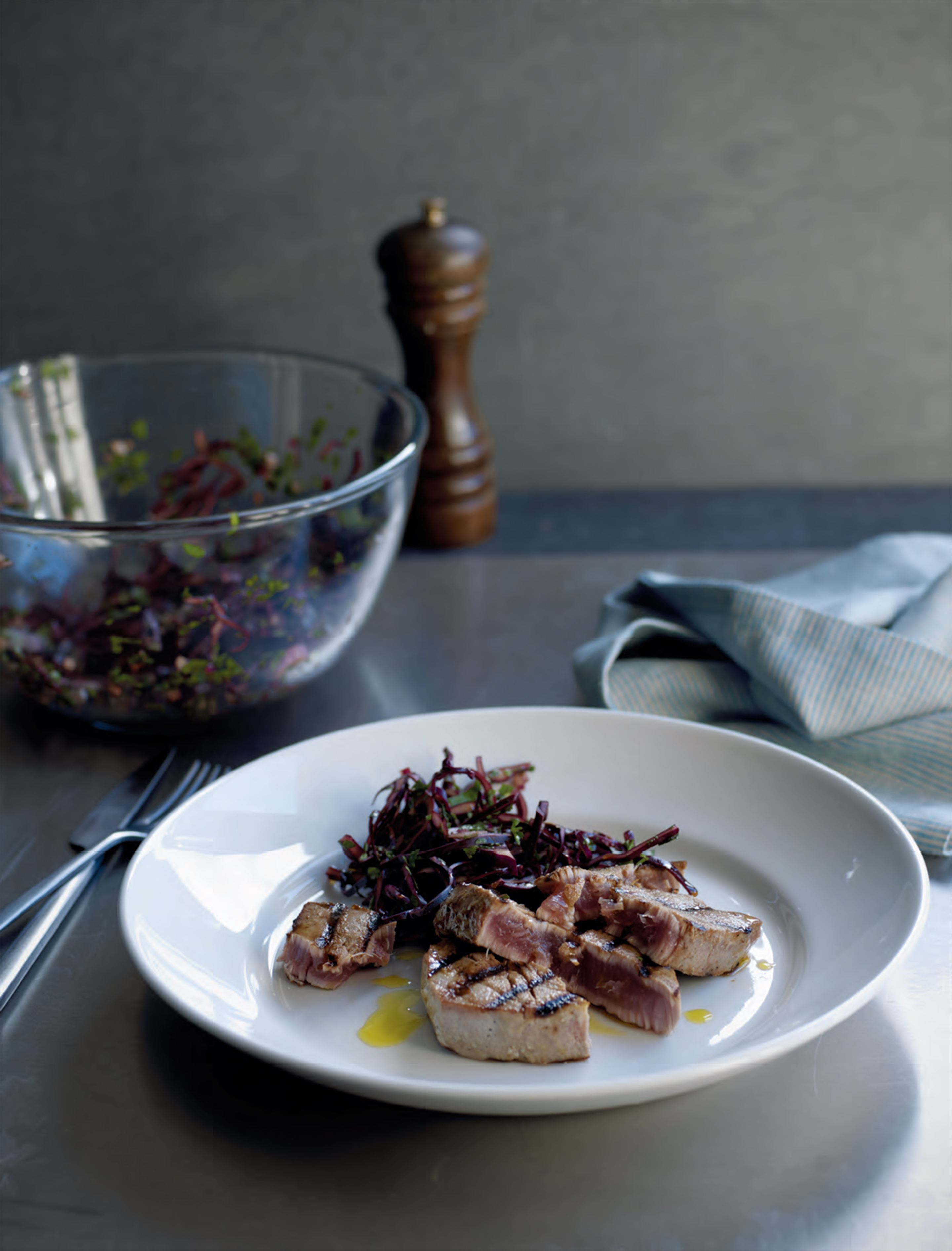 Ginger & mustard glazed tuna with red cabbage slaw