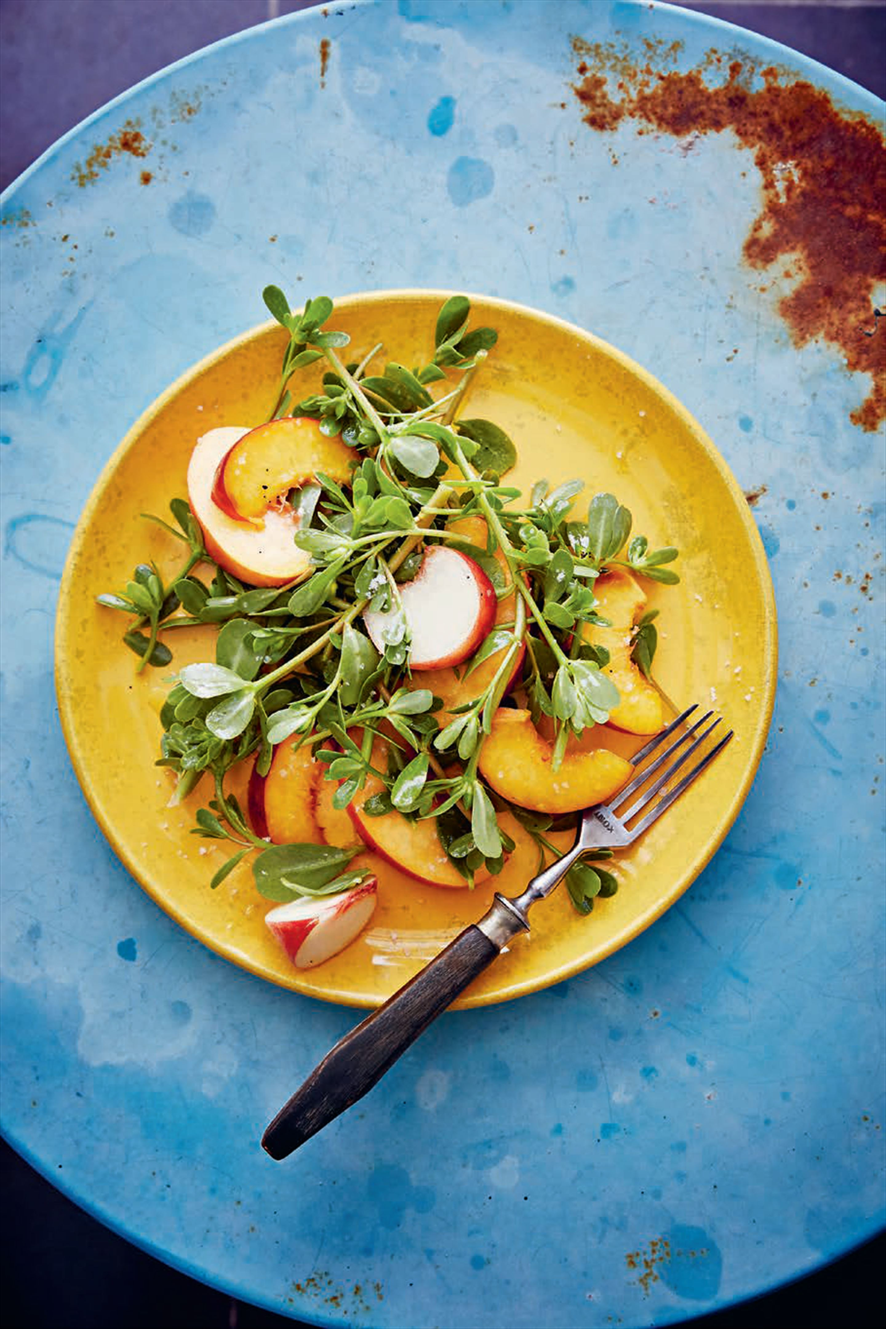Purslane & peach salad