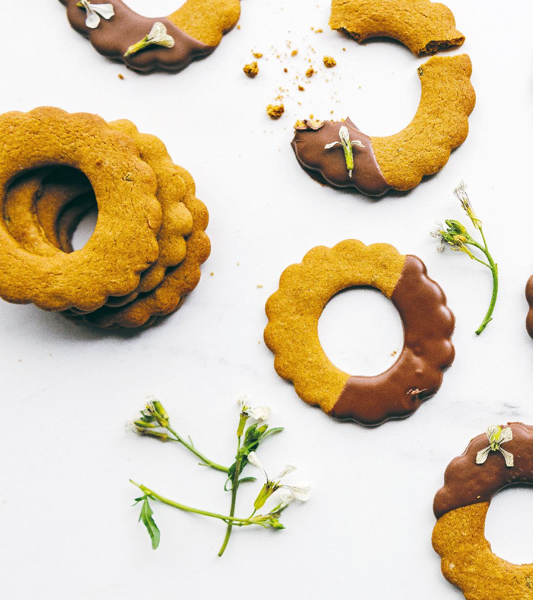 Molasses and rocket flower gingerbread