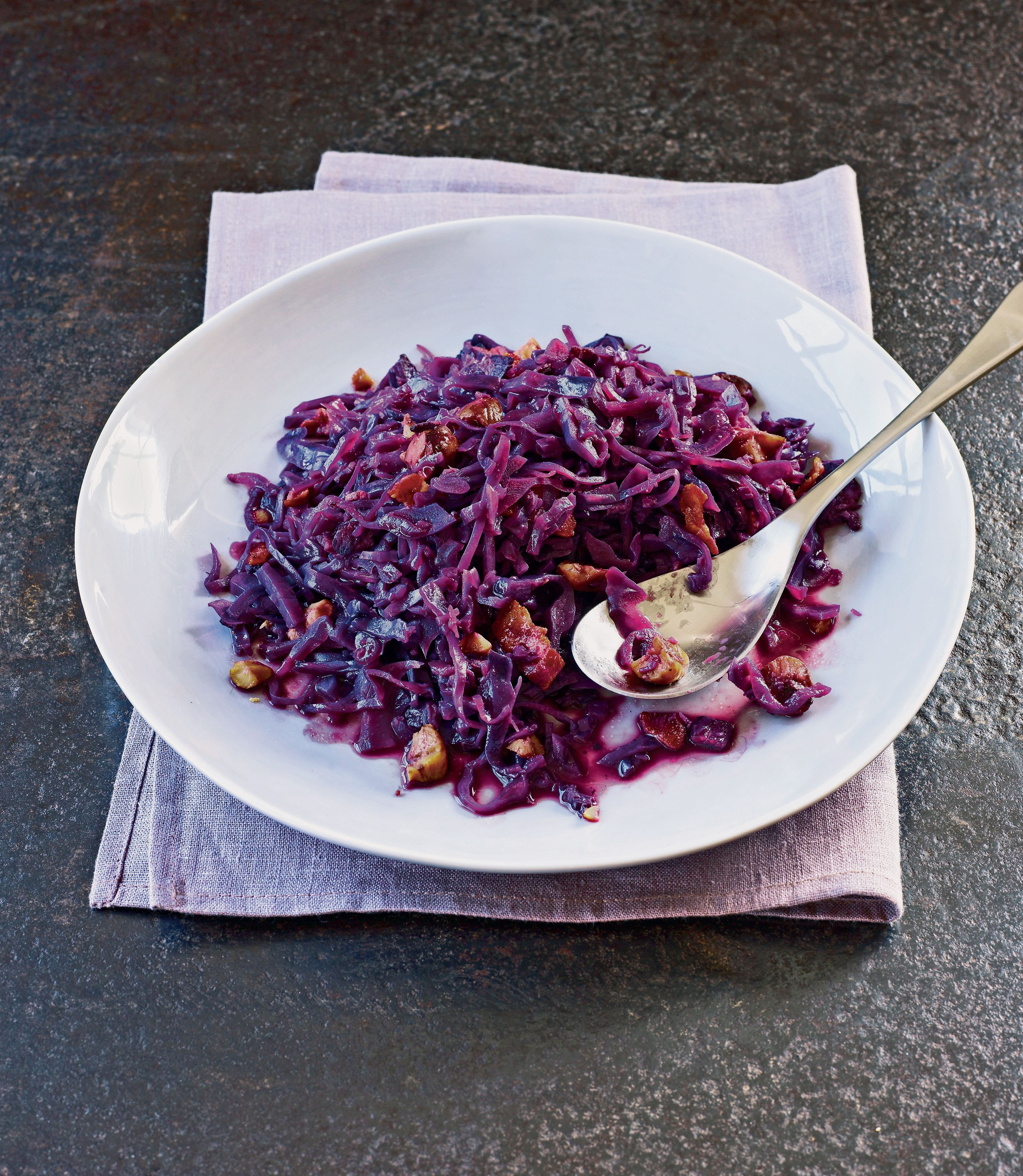 Red cabbage with chestnuts and bacon