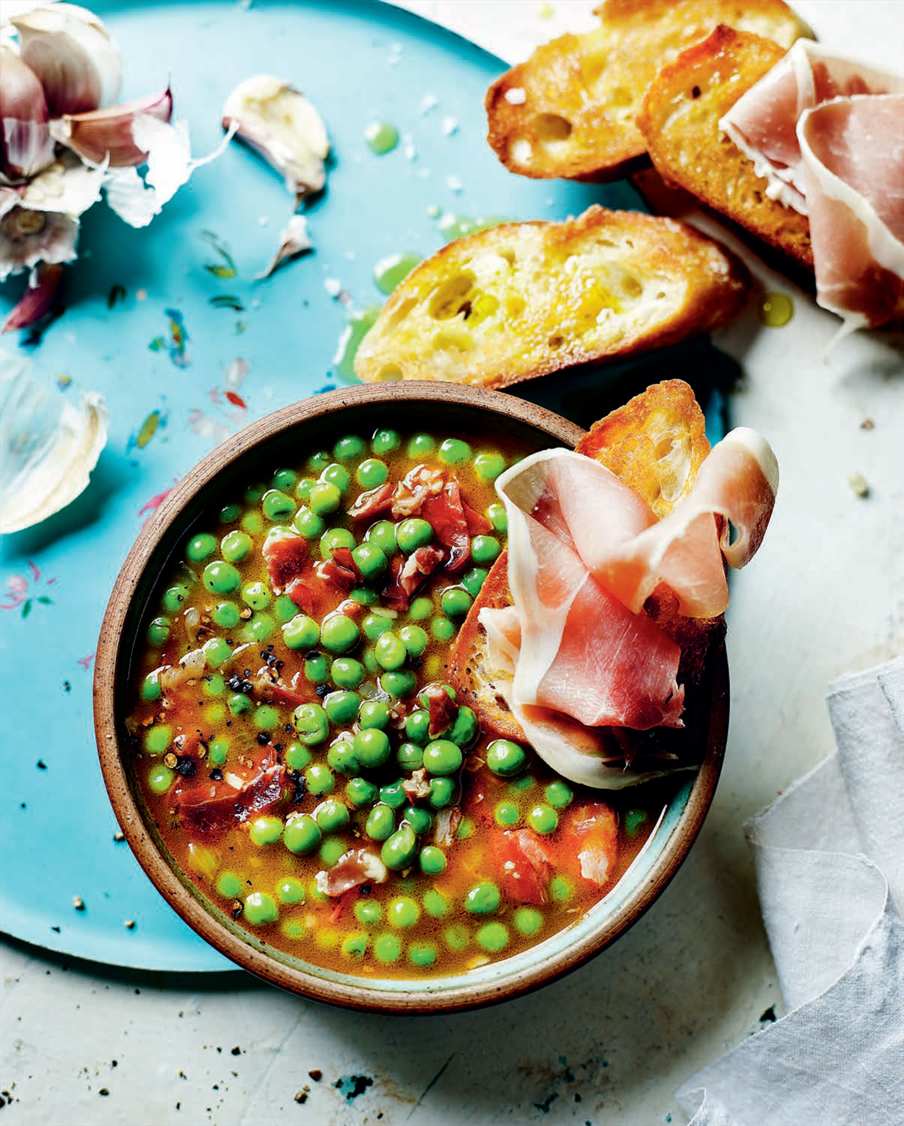 Pea soup with serrano ham