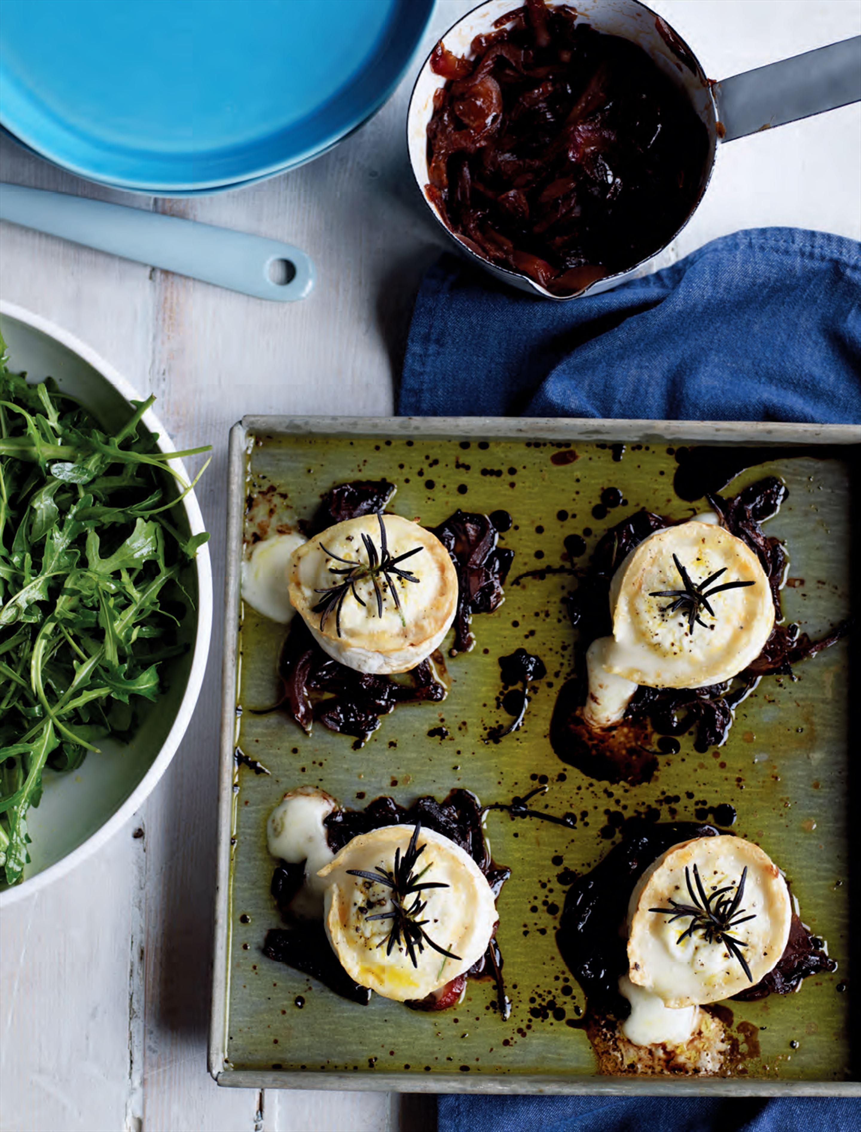 Baked goat's cheese with red onion jam
