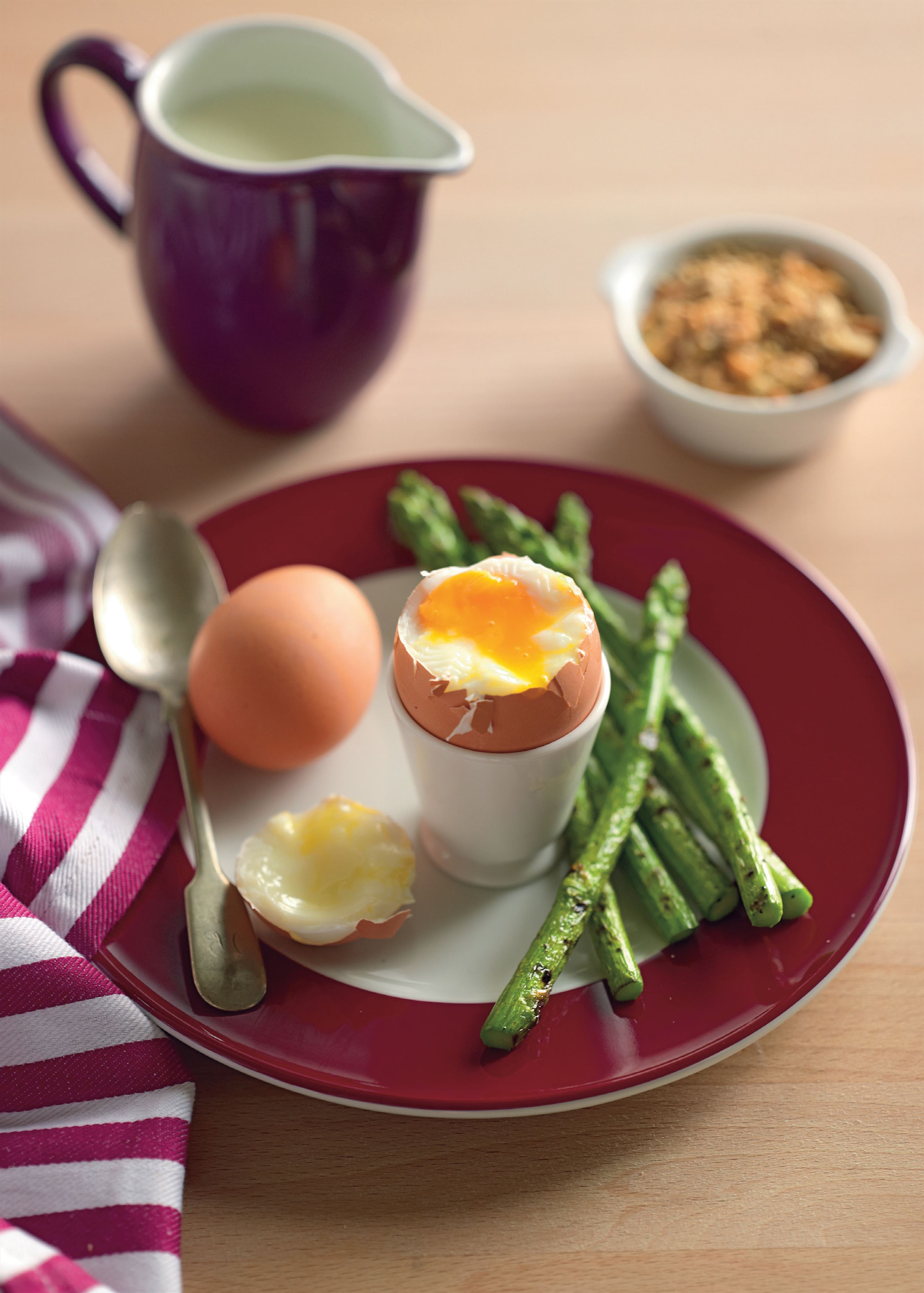 Soft-boiled eggs with grilled asparagus and dukkah
