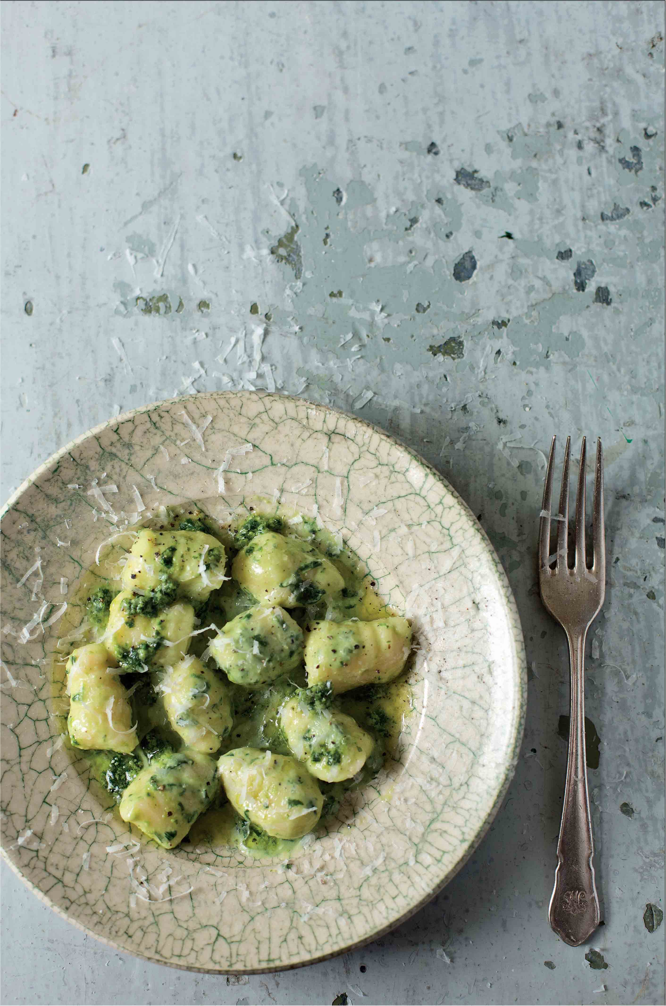 Potato and flour dumplings with pesto