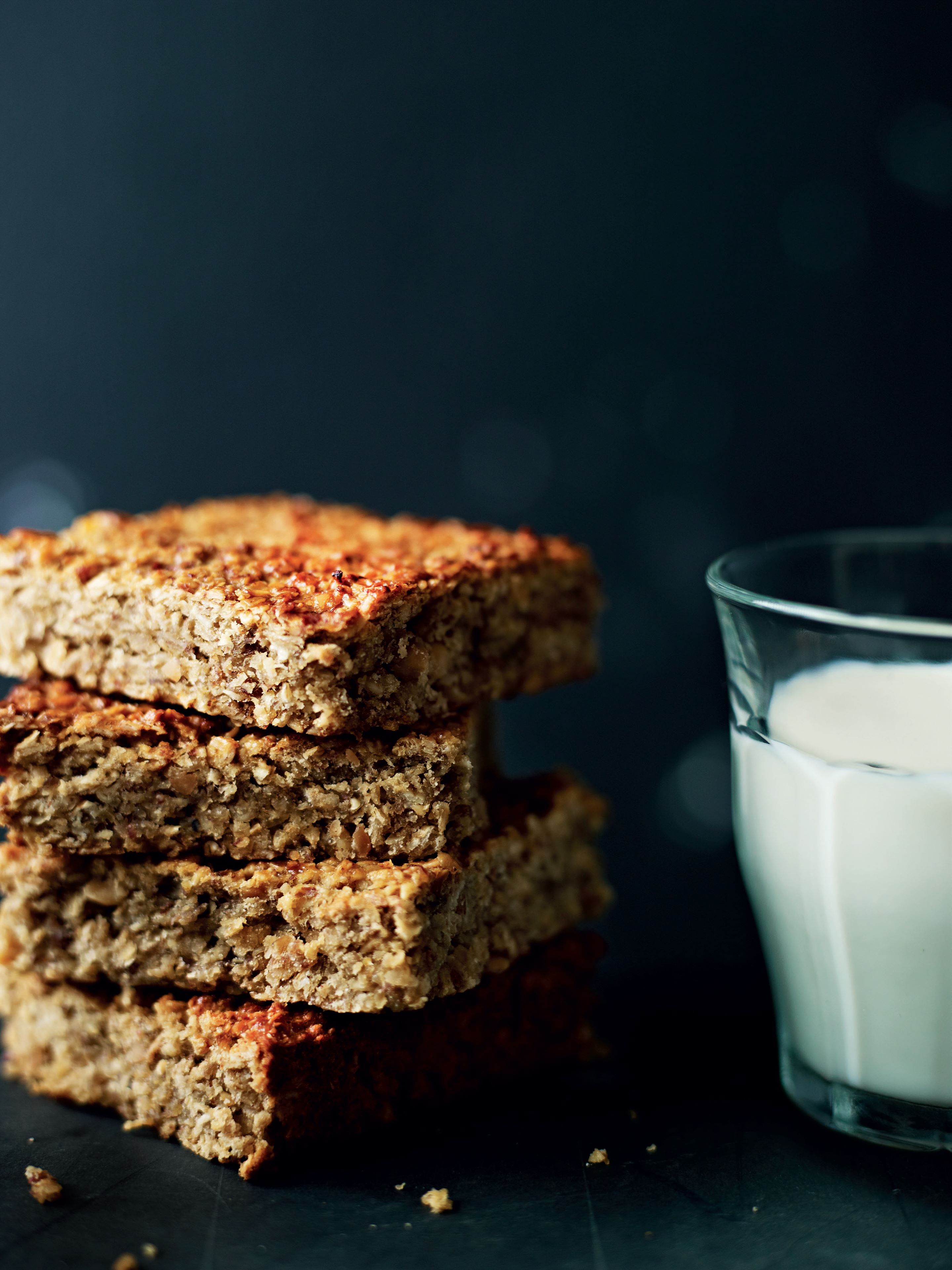 Banana-peanut oat bars