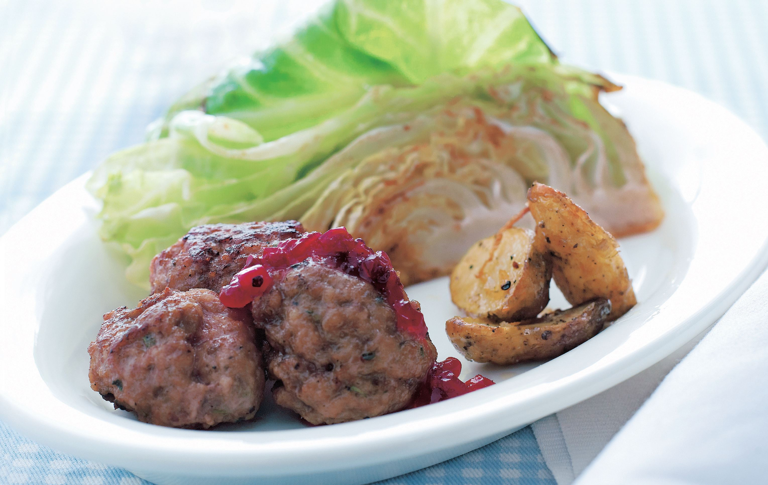Meatballs with thyme, summer cabbage and lingonsylt