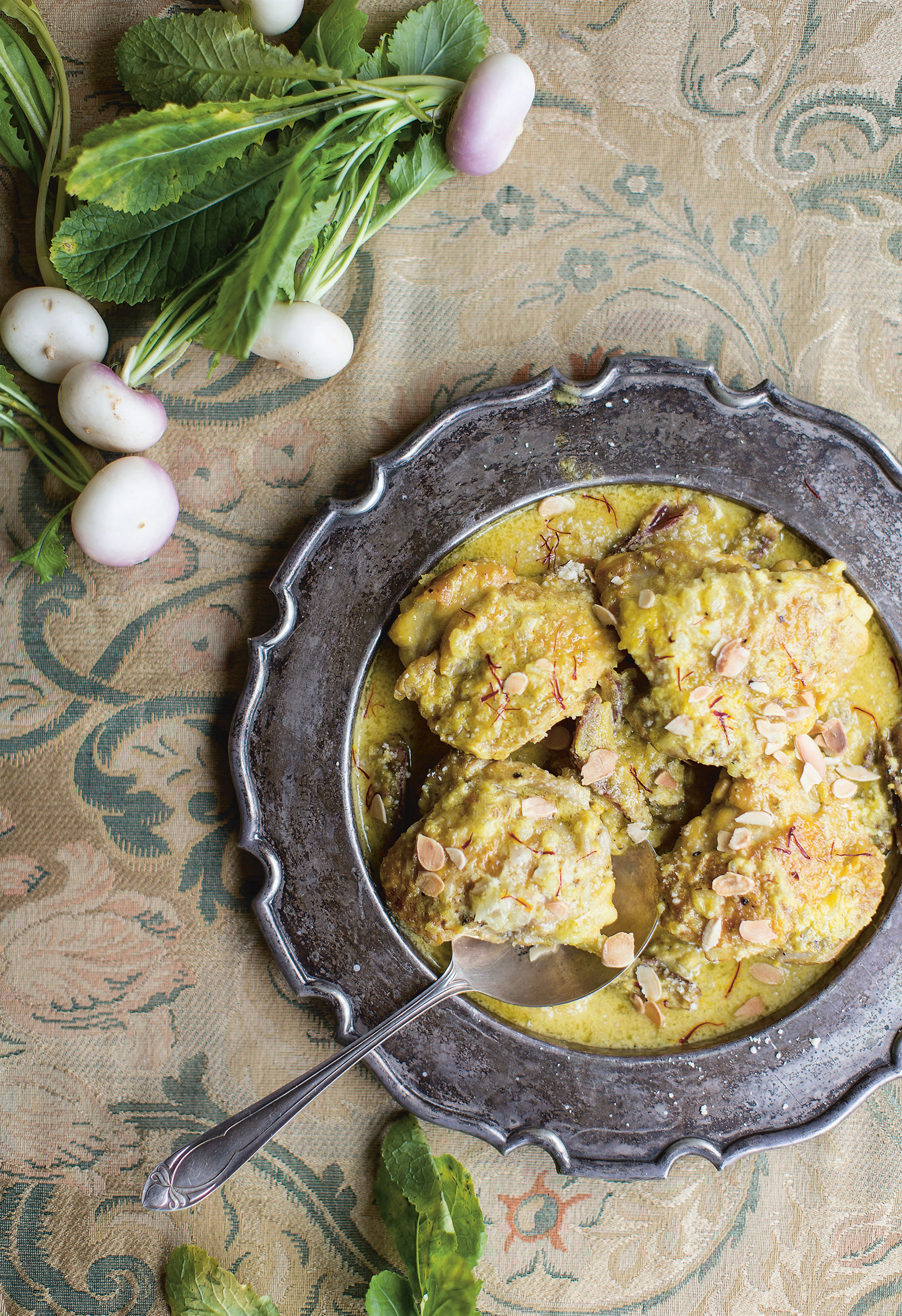 Chicken with ginger, saffron and dates