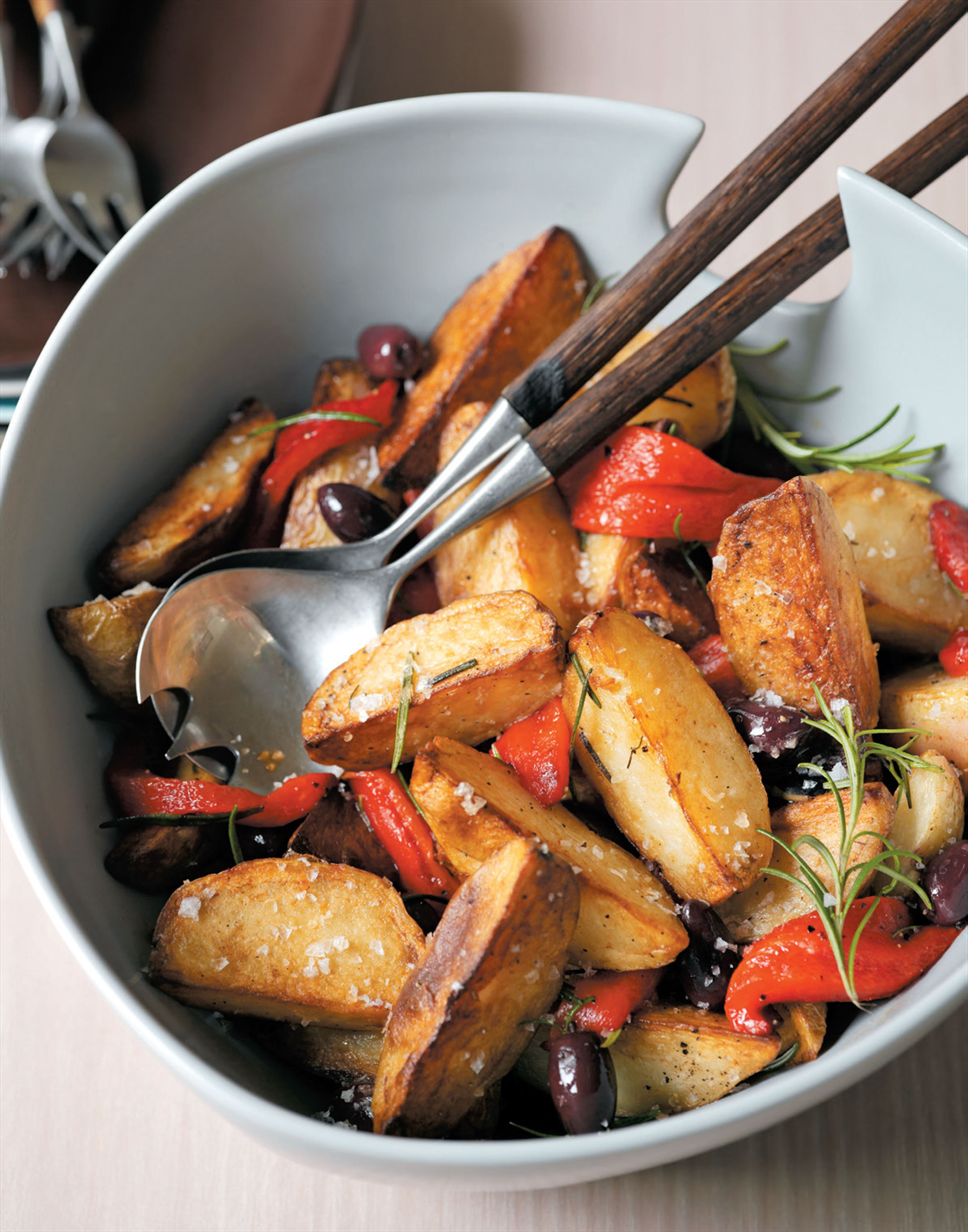 Crispy potatoes with roasted capsicum