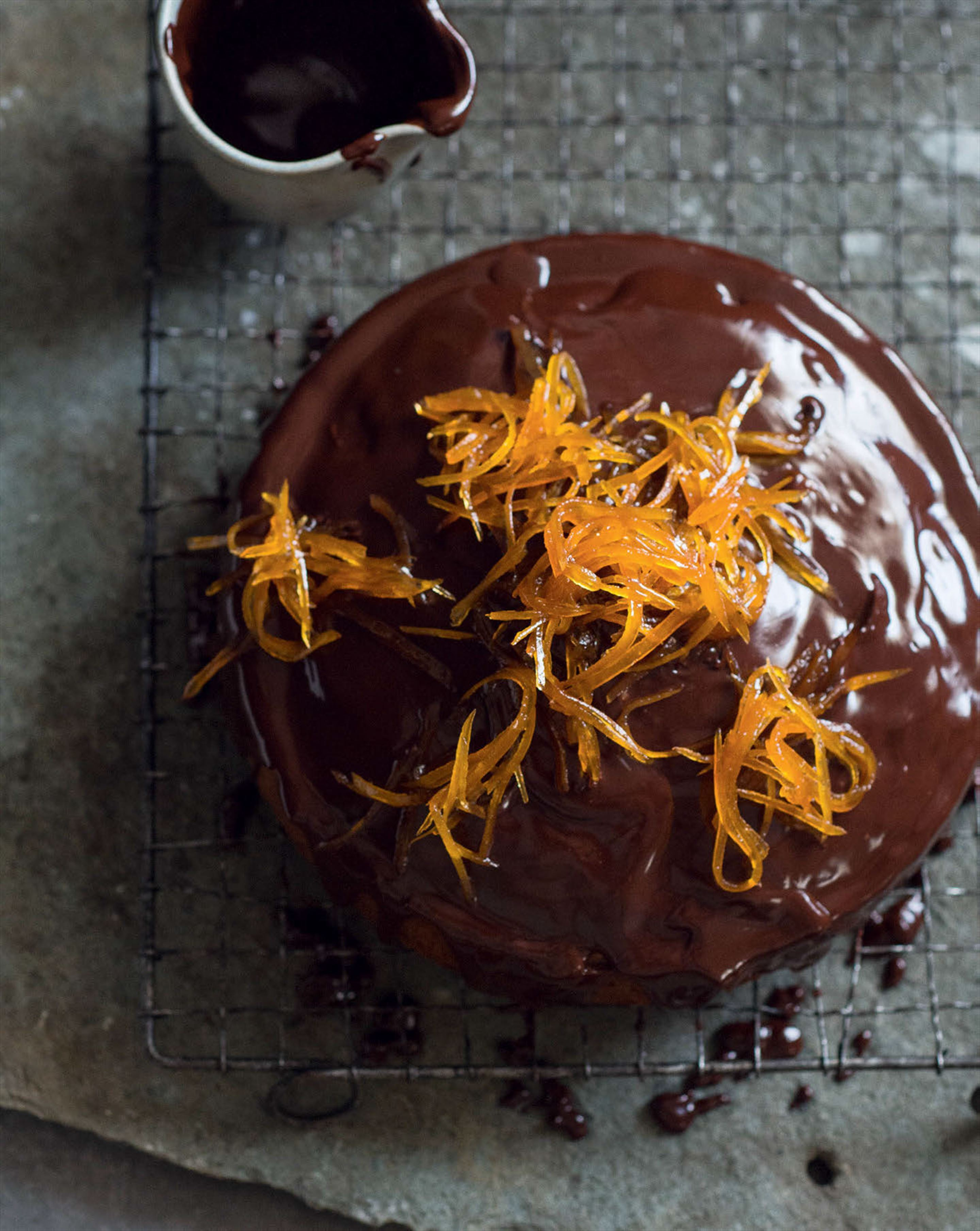 Bitter chocolate-hazelnut cake with candied grapefruit