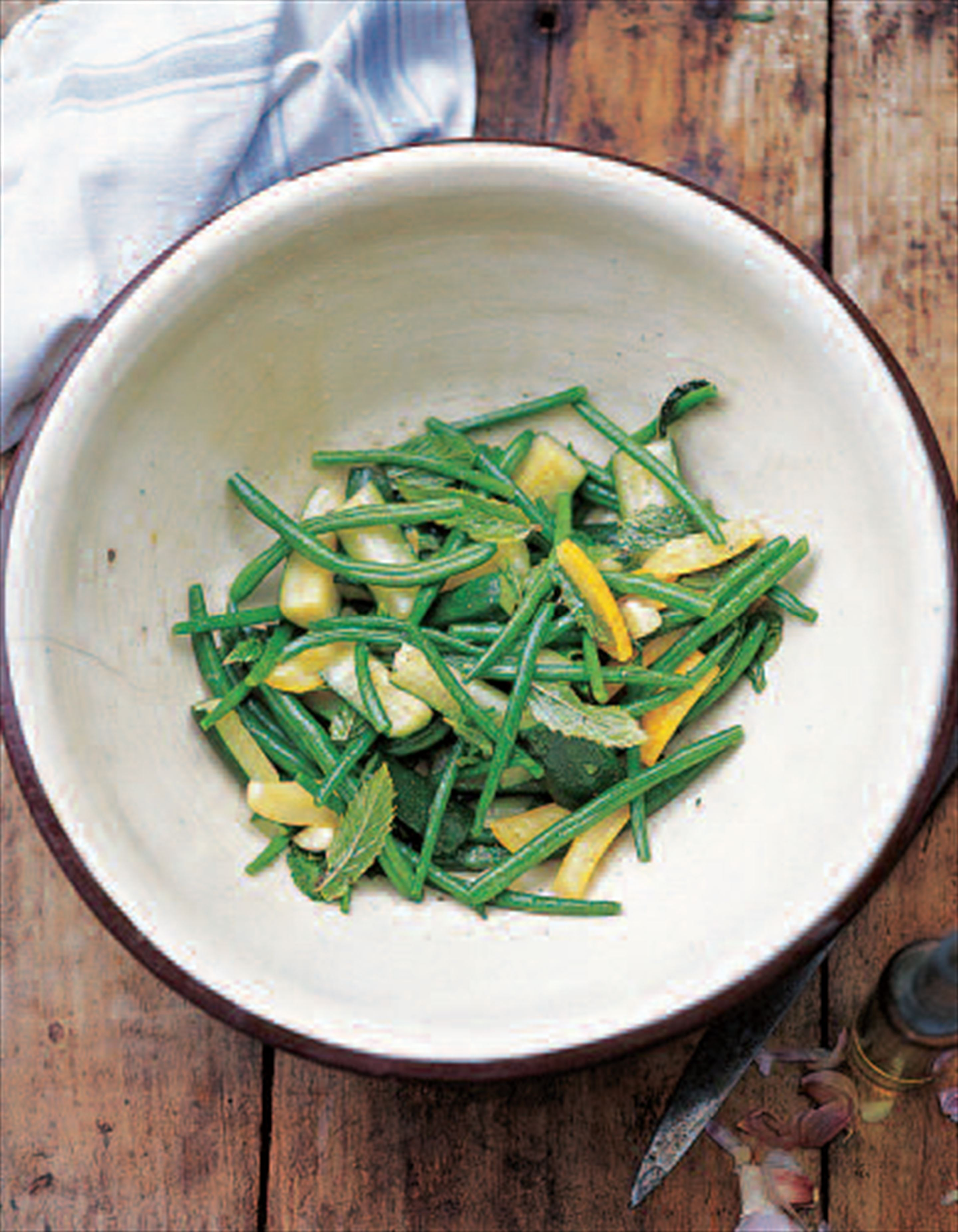 Courgettes and green beans with mint