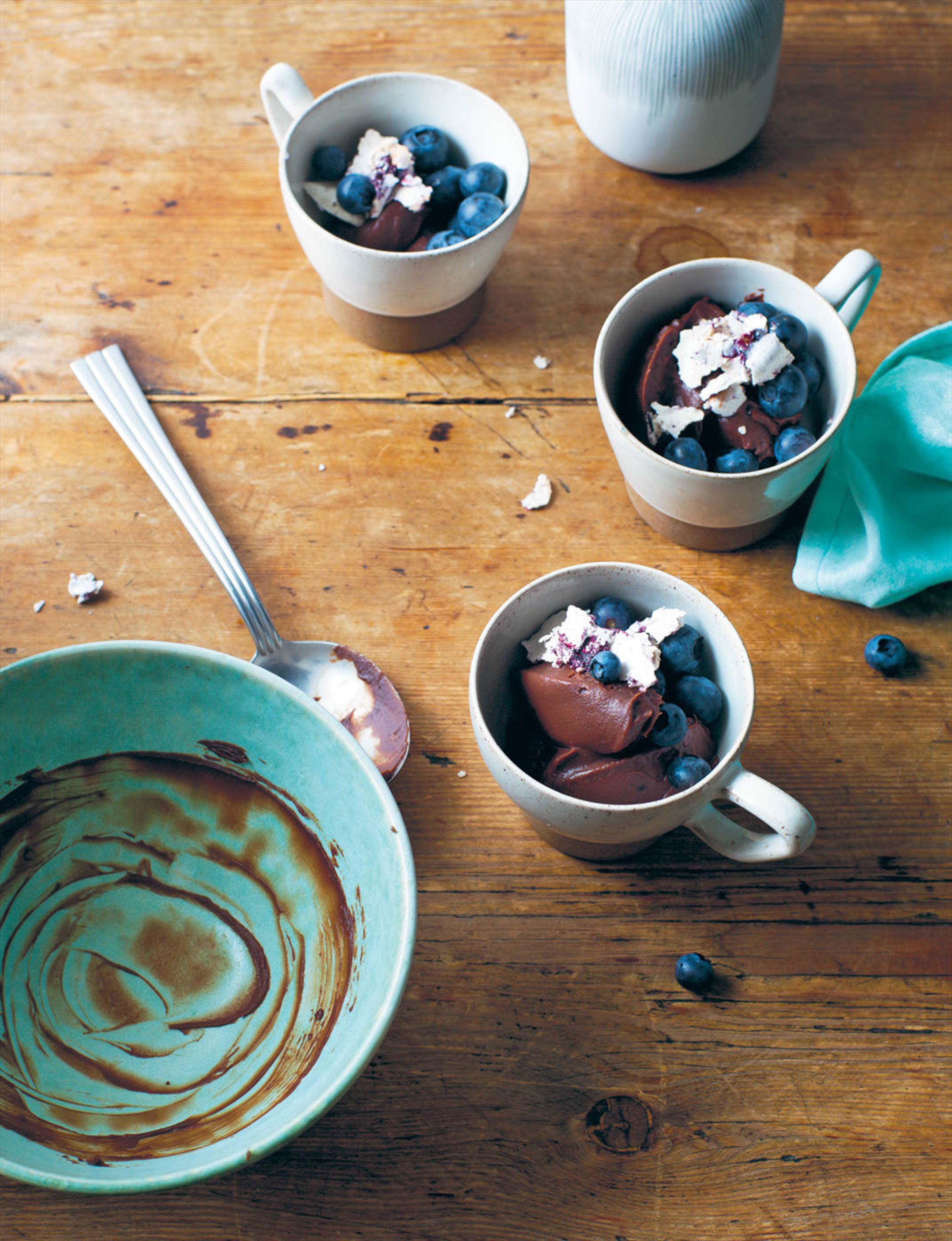 Cardamom chocolate cream, blueberries & meringue