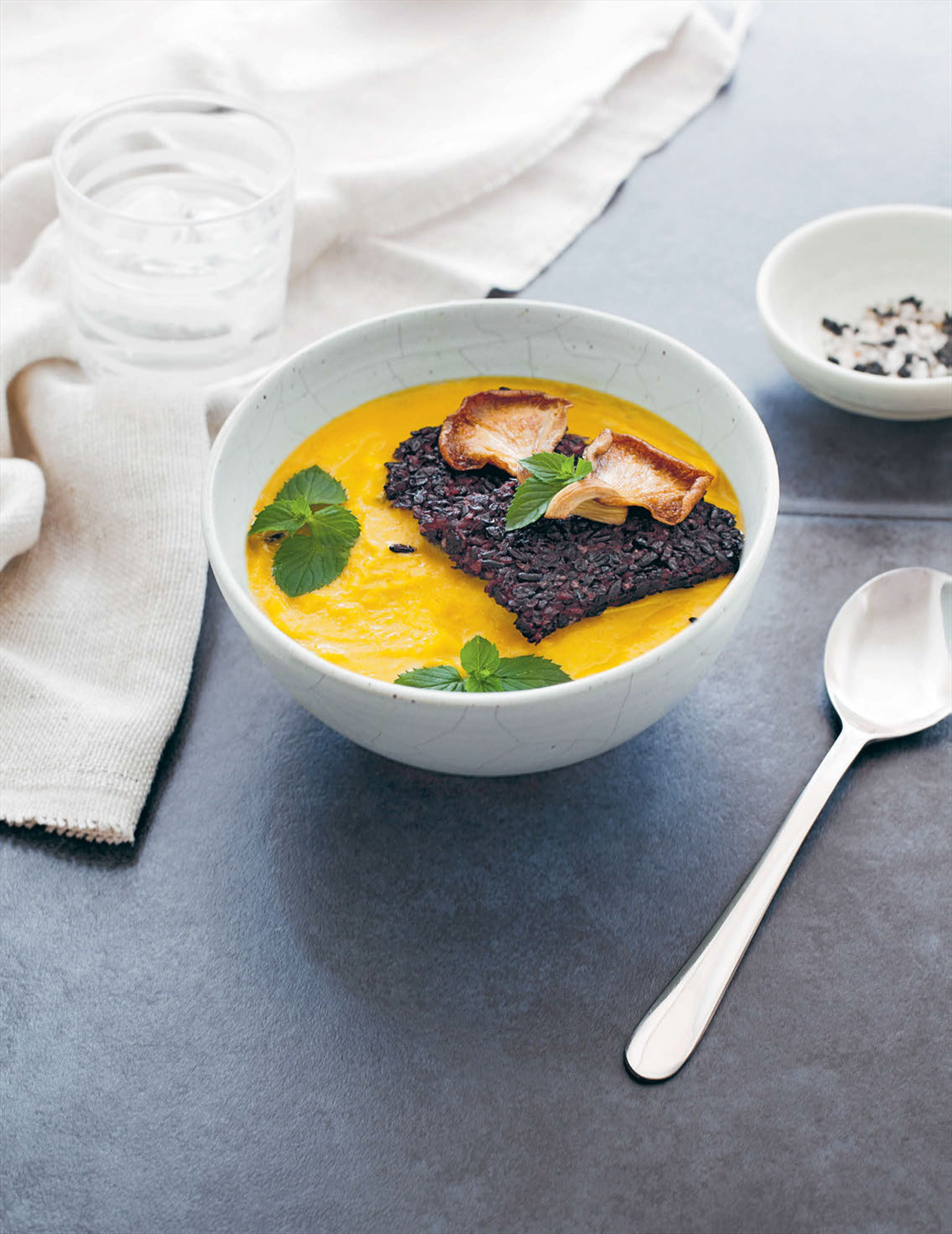 Green pumpkin curry with crispy black rice cakes