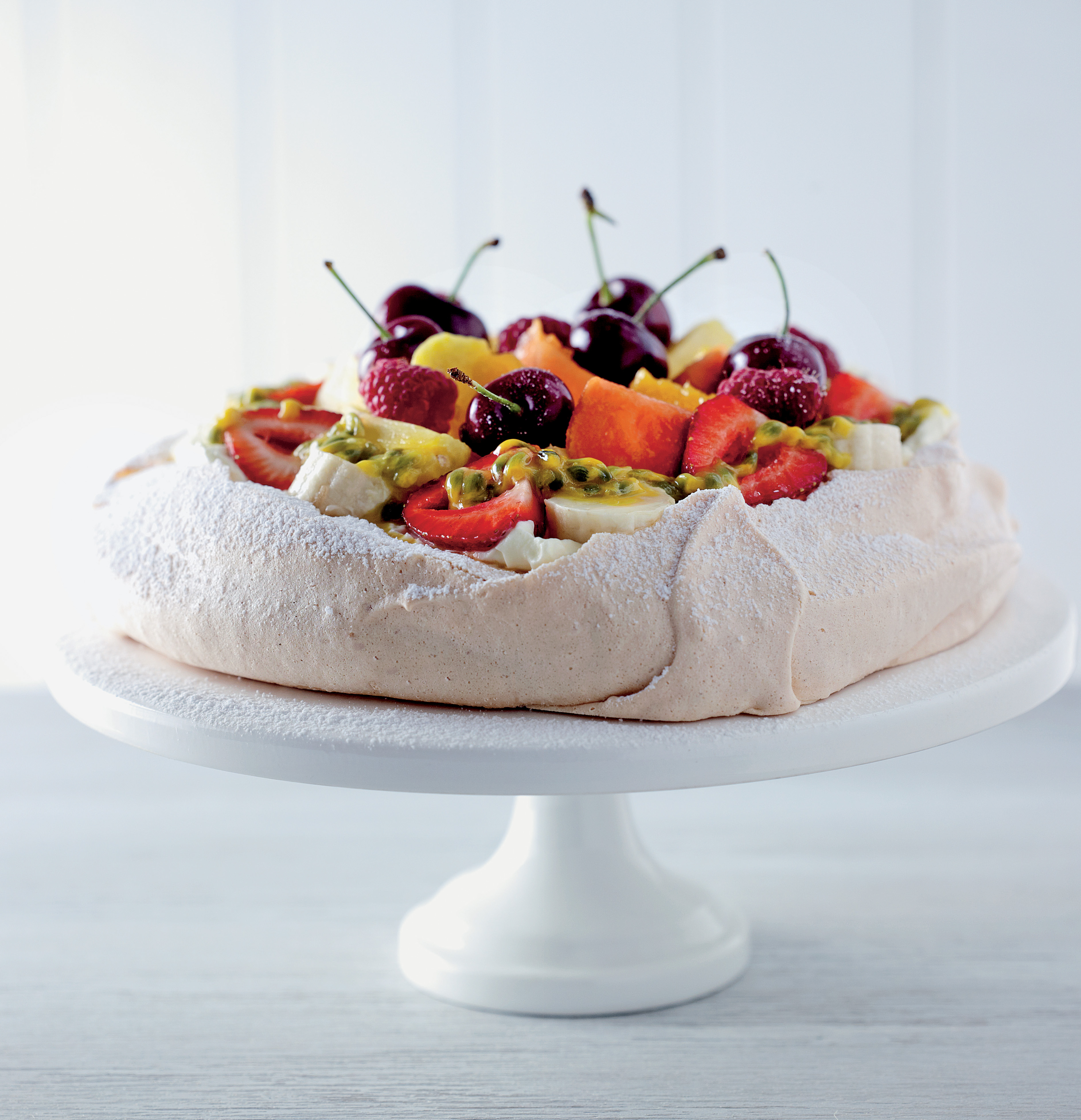 Pavlova with exotic fruits